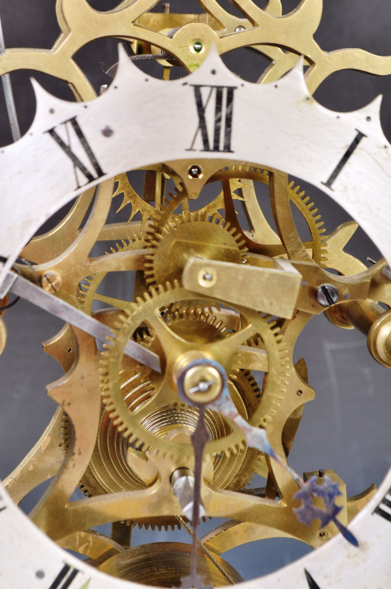 ANTIQUE MID 19TH CENTURY GOTHIC BRASS SKELETON CLOCK IN GLASS DOME - Image 6 of 13