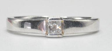 WHITE GOLD AND SINGLE STONE DIAMOND RING