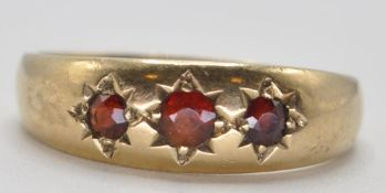 1970'S 9CT GOLD AND RED STONE GYPSY RING