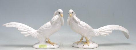 PAIR OF VINTAGE 20TH CENTURY ITALIAN CERAMIC COCKATOO BIRDS