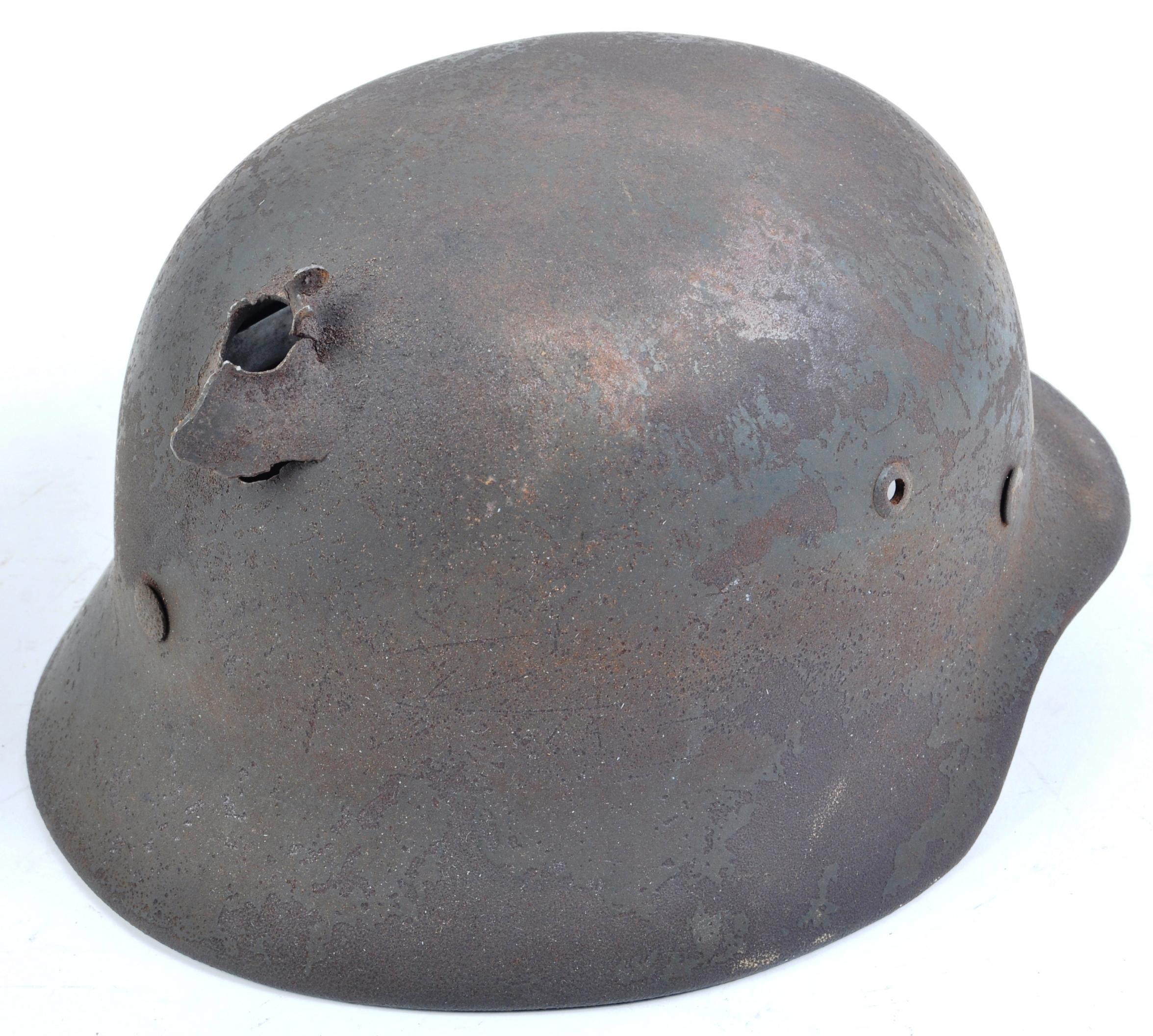 ORIGINAL WWII GERMAN M35 STAHLHELM BATTLE DAMAGED HELMET - Image 2 of 7