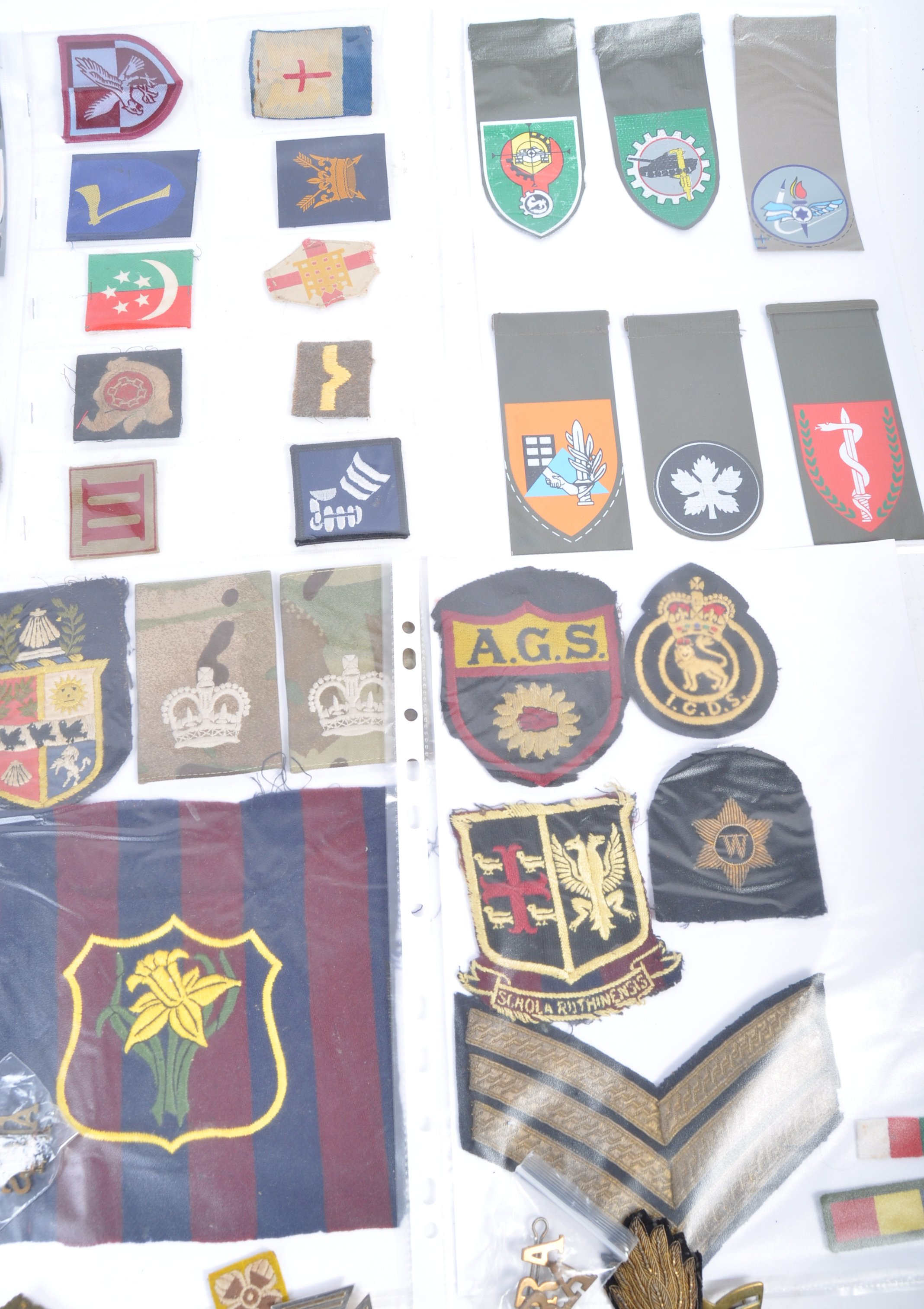 LARGE COLLECTION OF VINTAGE BRITISH ARMY DIVISIONA - Image 5 of 5