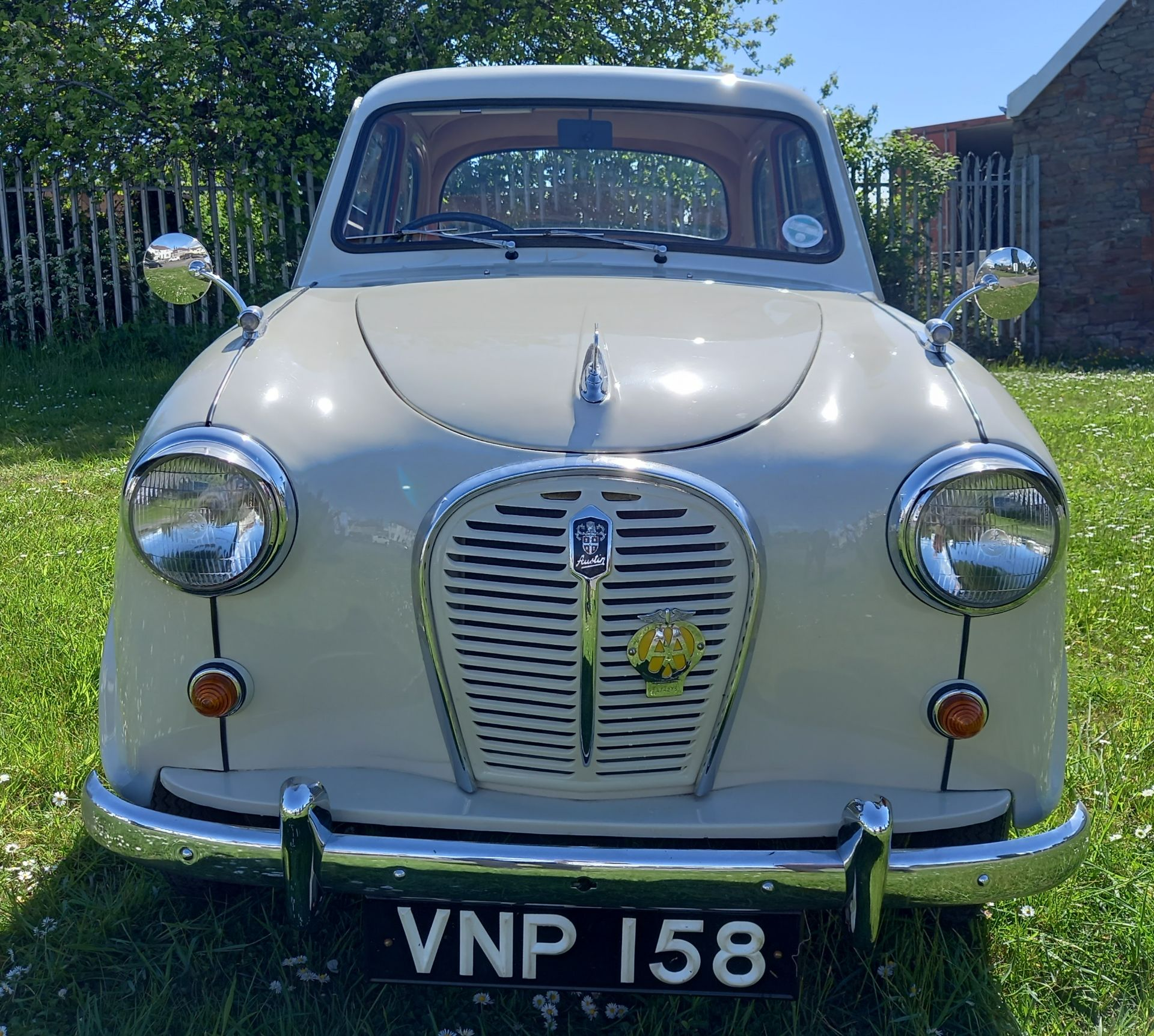 VNP 158 - 1958 AUSTIN A35 SALOON - 948CC - FULLY RESTORED CLASSIC CAR - Image 2 of 24