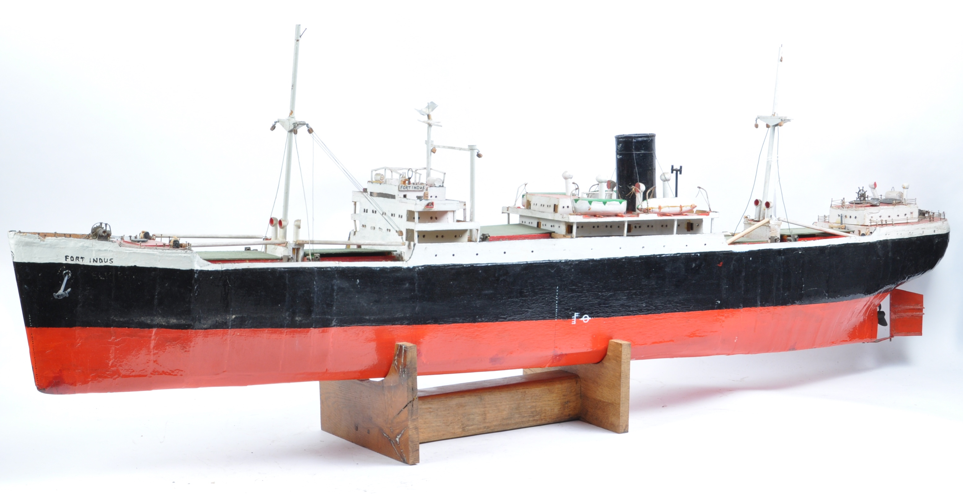 SHIPPING - RADIO CONTROLLED SCALE MODEL ' FORT INDUS ' CARGO SHIP