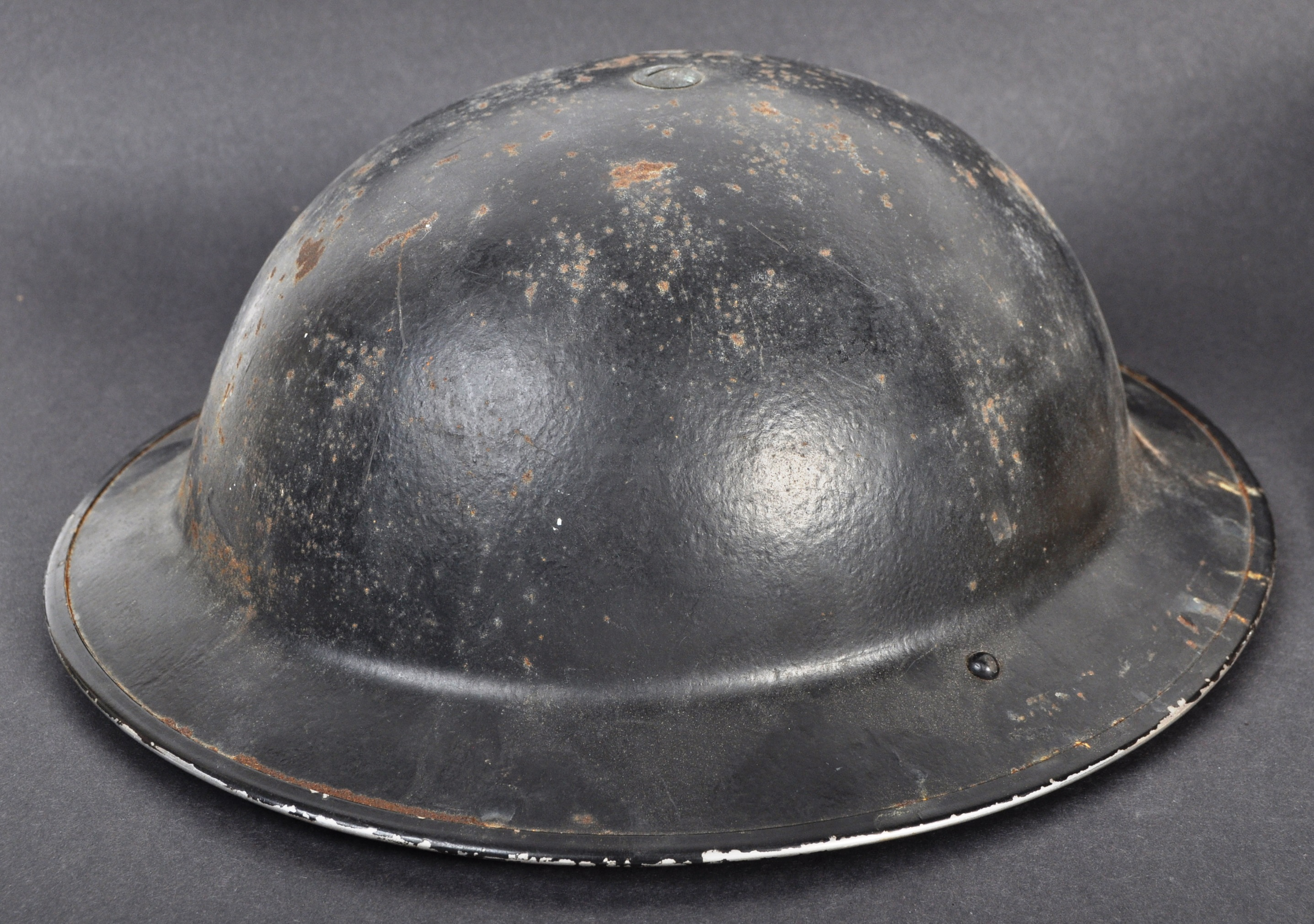 TWO ORIGINAL WWII SECOND WORLD WAR BRITISH COMBAT HELMETS - Image 2 of 7