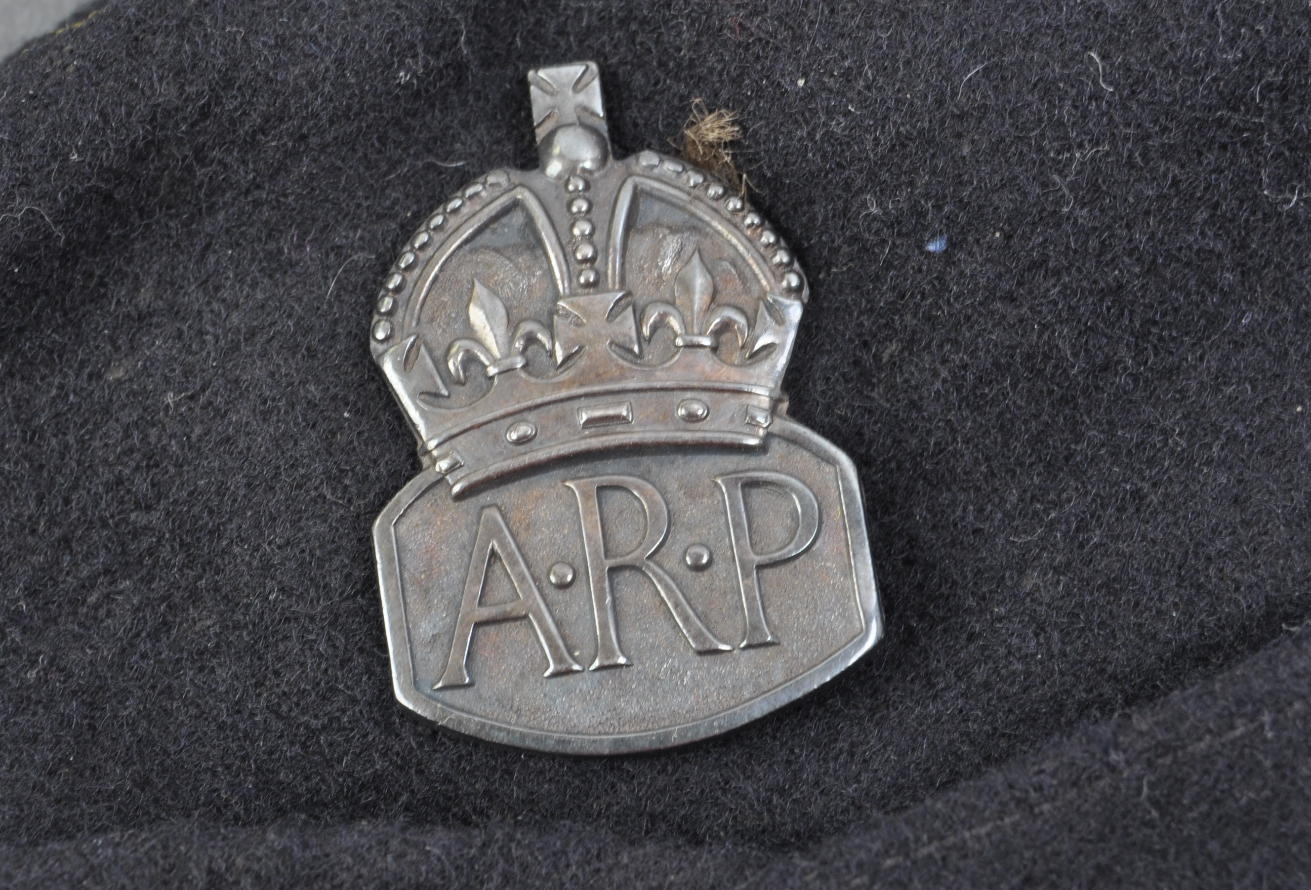 SECOND WORLD WAR AIR RAID PRECAUTIONS OFFICERS SIDE CAP - Image 3 of 9