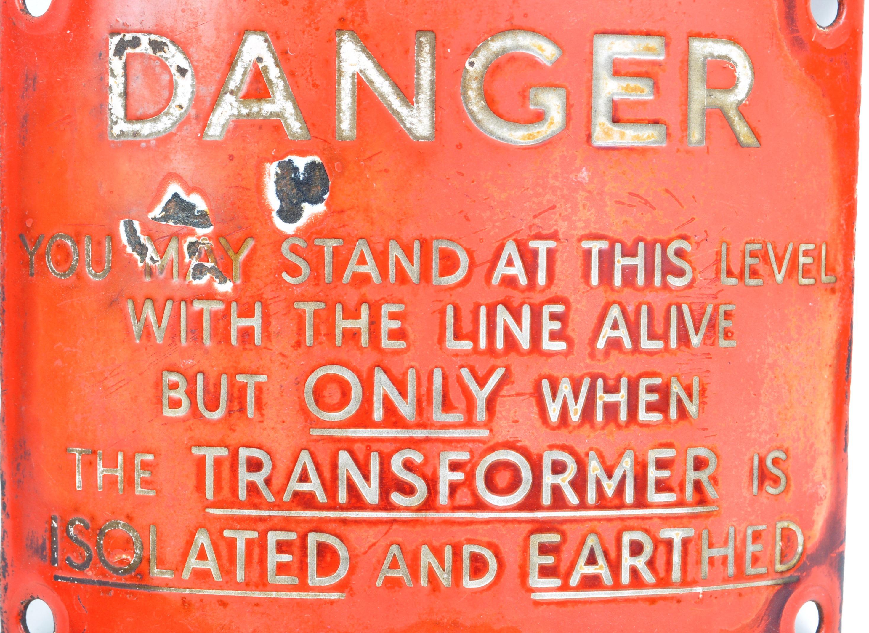 RAILWAY - ORIGINAL VINTAGE CURVED ENAMEL DANGER SIGN - Image 3 of 3