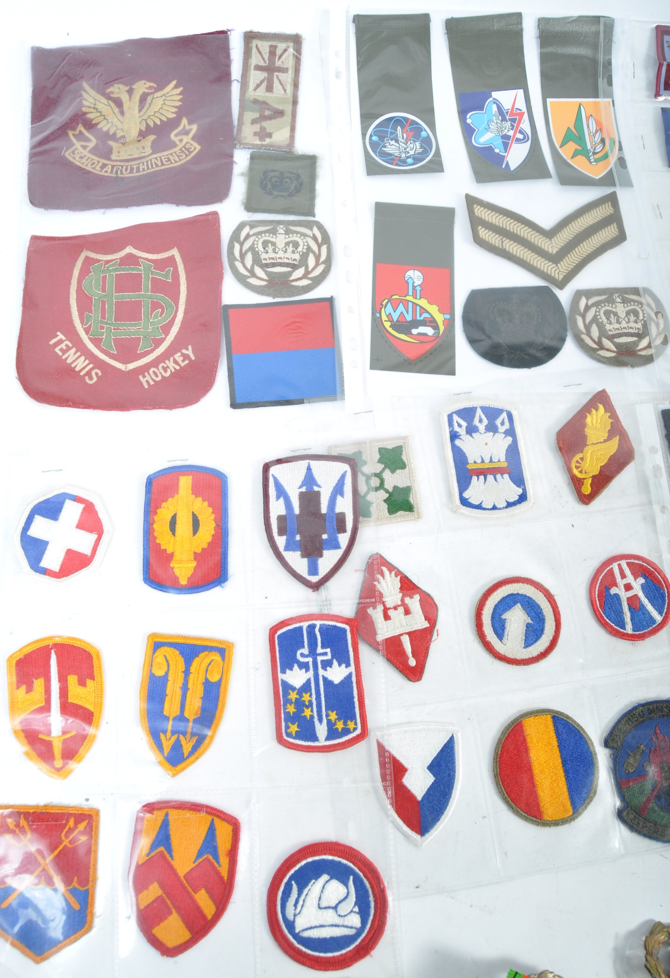 LARGE COLLECTION OF VINTAGE BRITISH ARMY DIVISIONA - Image 4 of 5