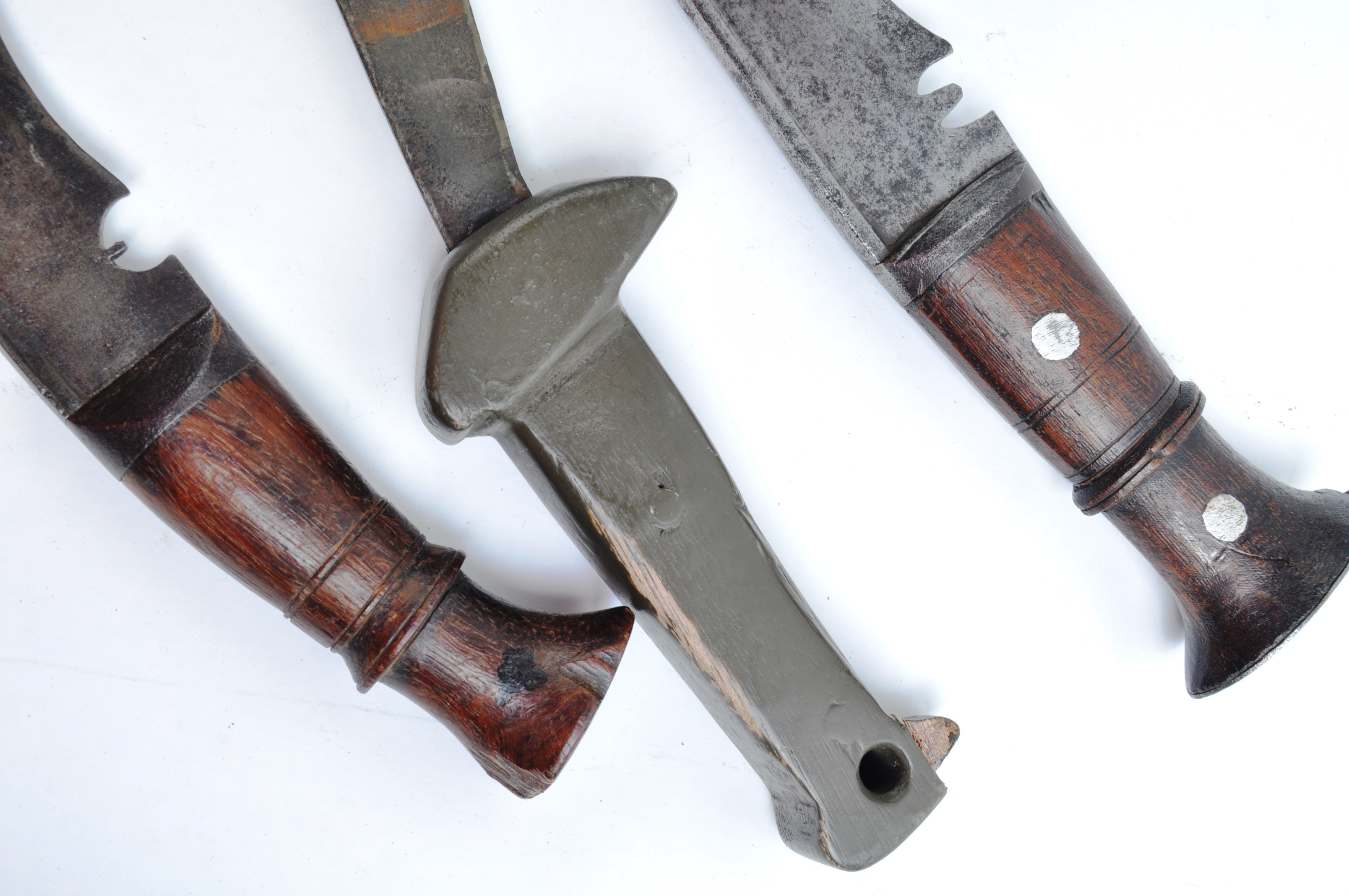 EDGED WEAPONS - COLLECTION OF KUKRI KNIVES / MACHETES - Image 11 of 11