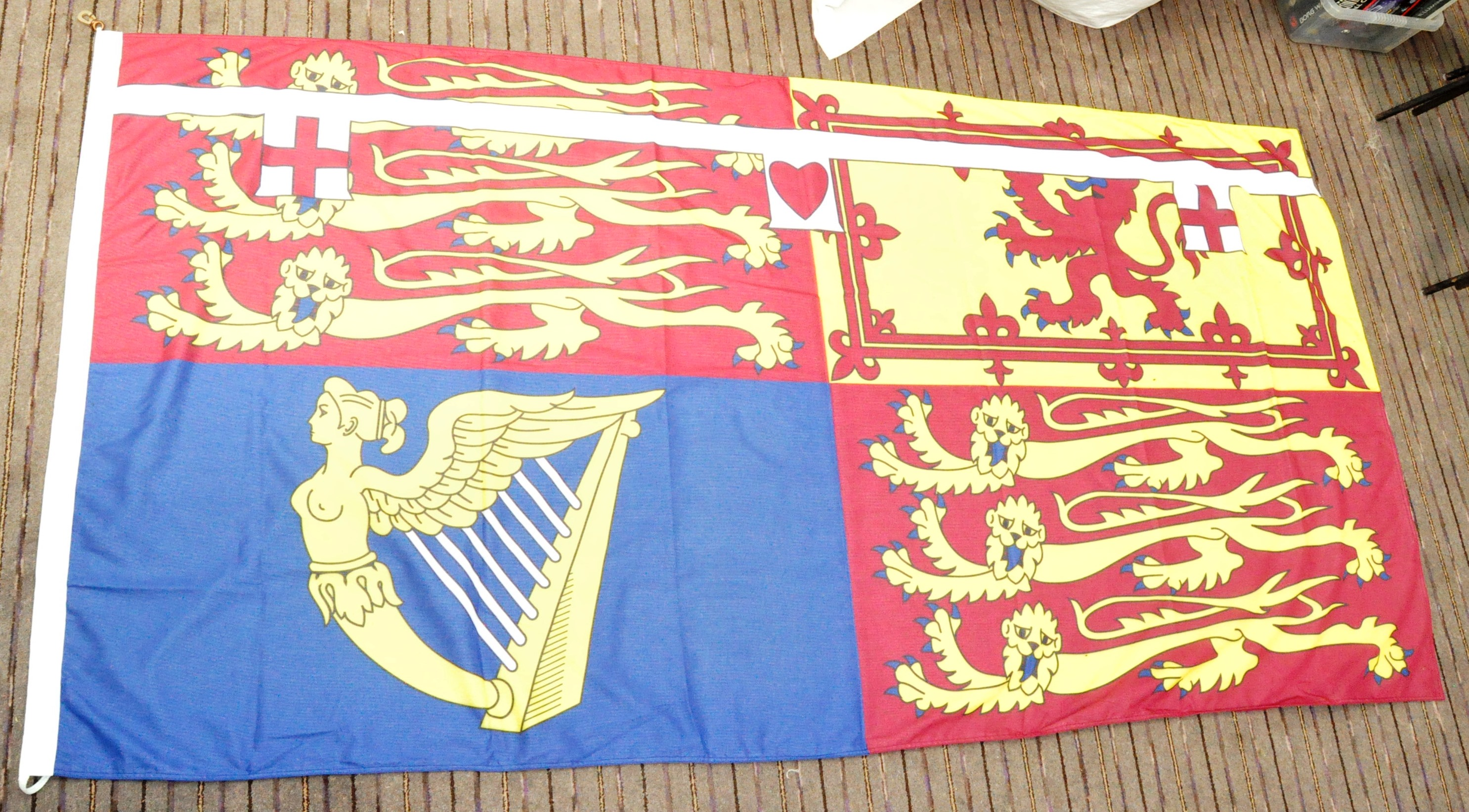 LARGE ROYAL STANDARD OF THE UNITED KINGDOM FLAG - Image 2 of 7