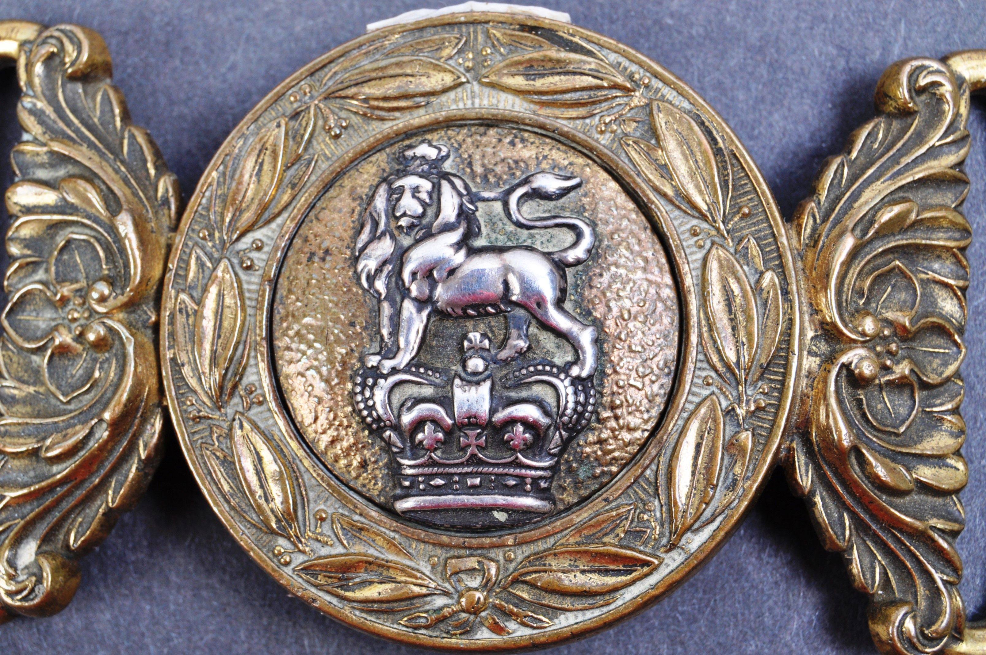 19TH CENTURY VICTORIAN BRITISH ARMY OFFICERS UNIFORM BELT BUCKLE - Image 2 of 4