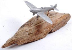 WWII SECOND WORLD WAR DESKTOP MODEL OF AN RAF SPITFIRE