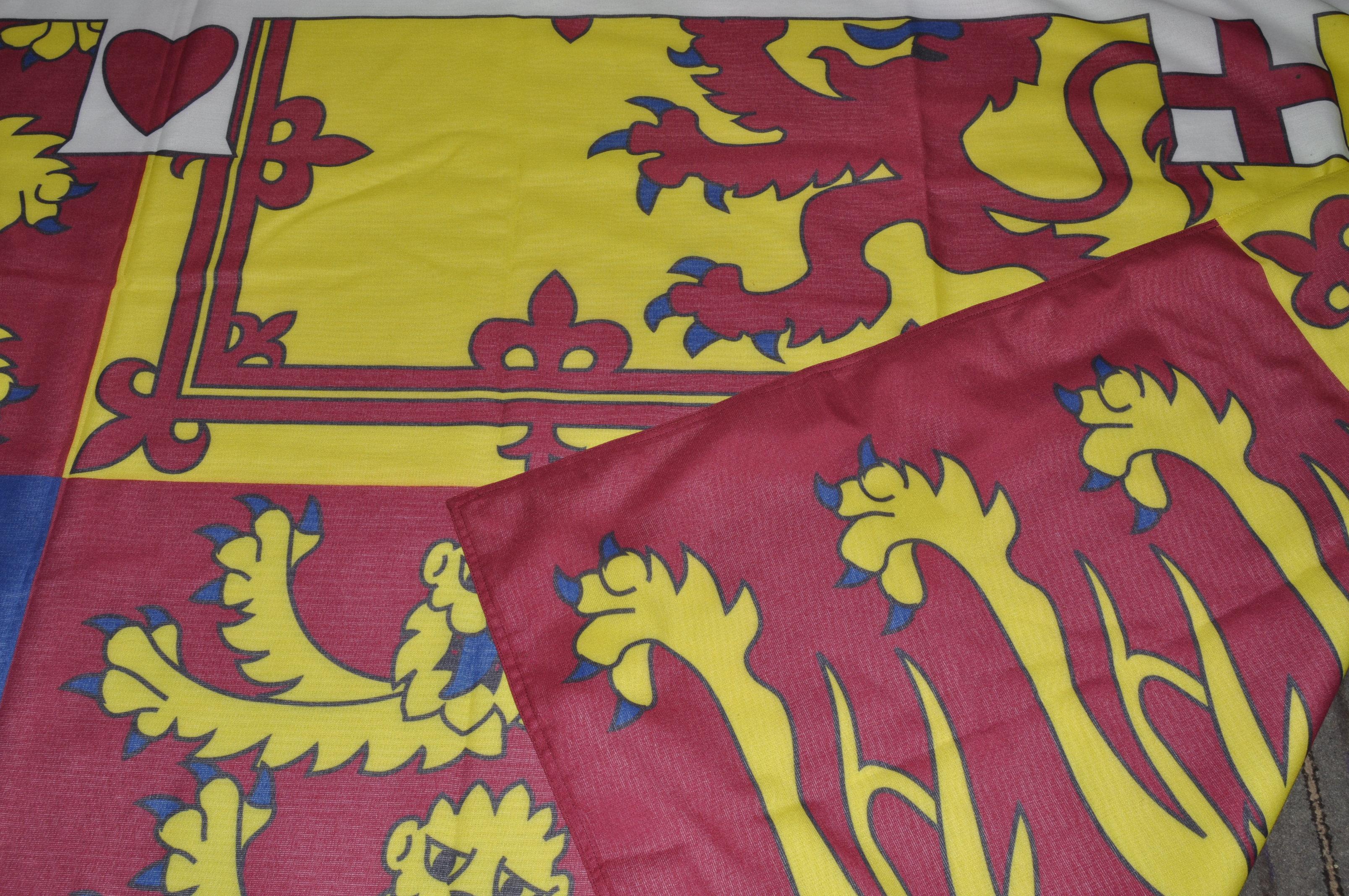 LARGE ROYAL STANDARD OF THE UNITED KINGDOM FLAG - Image 5 of 7