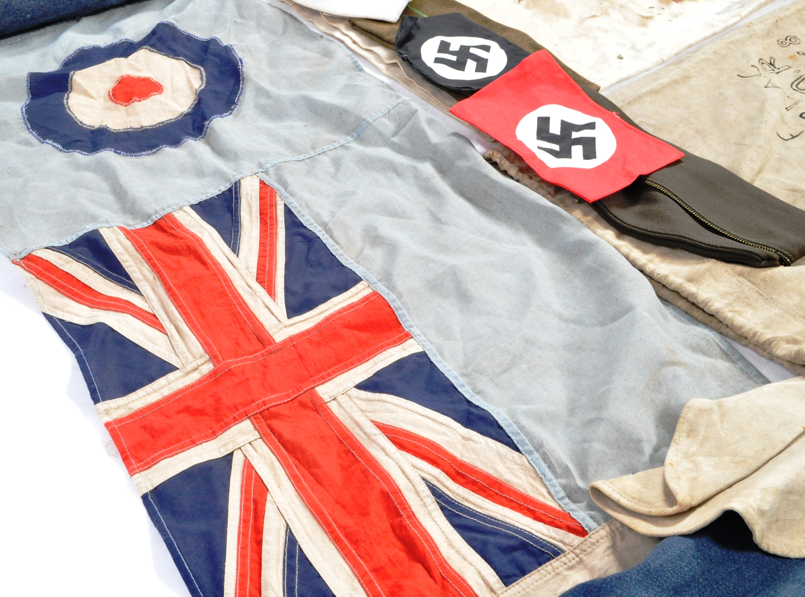 THE ROYAL AIR FORCE - COLLECTION OF ASSORTED VINTAGE ITEMS - Image 5 of 5