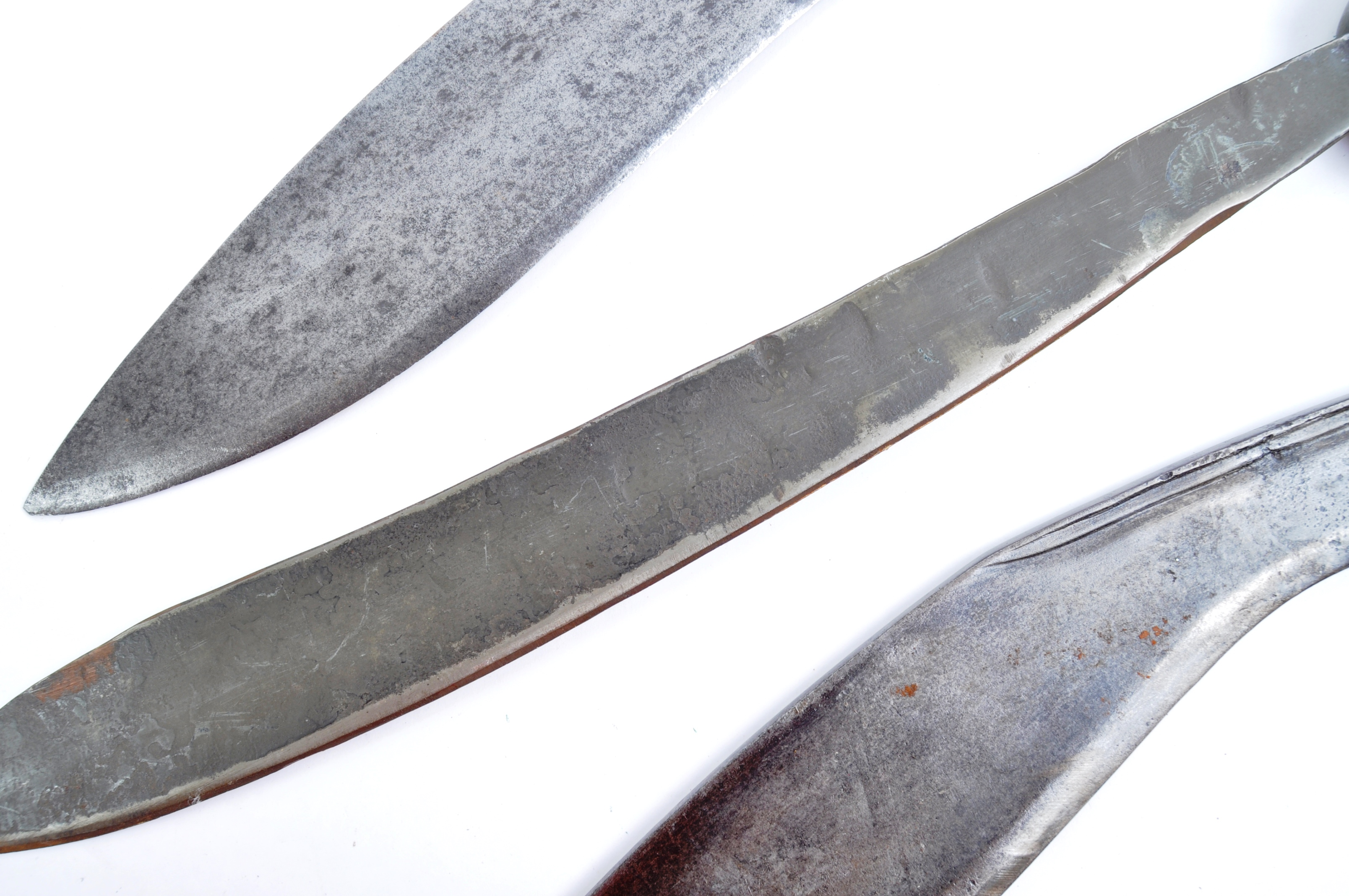 EDGED WEAPONS - COLLECTION OF KUKRI KNIVES / MACHETES - Image 3 of 11