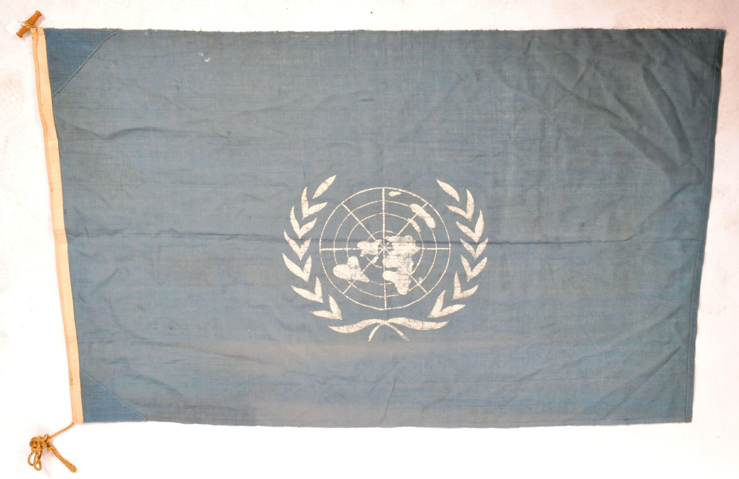 VINTAGE C1950S KOREAN WAR ERA UN UNITED NATIONS FLAG - Image 6 of 6