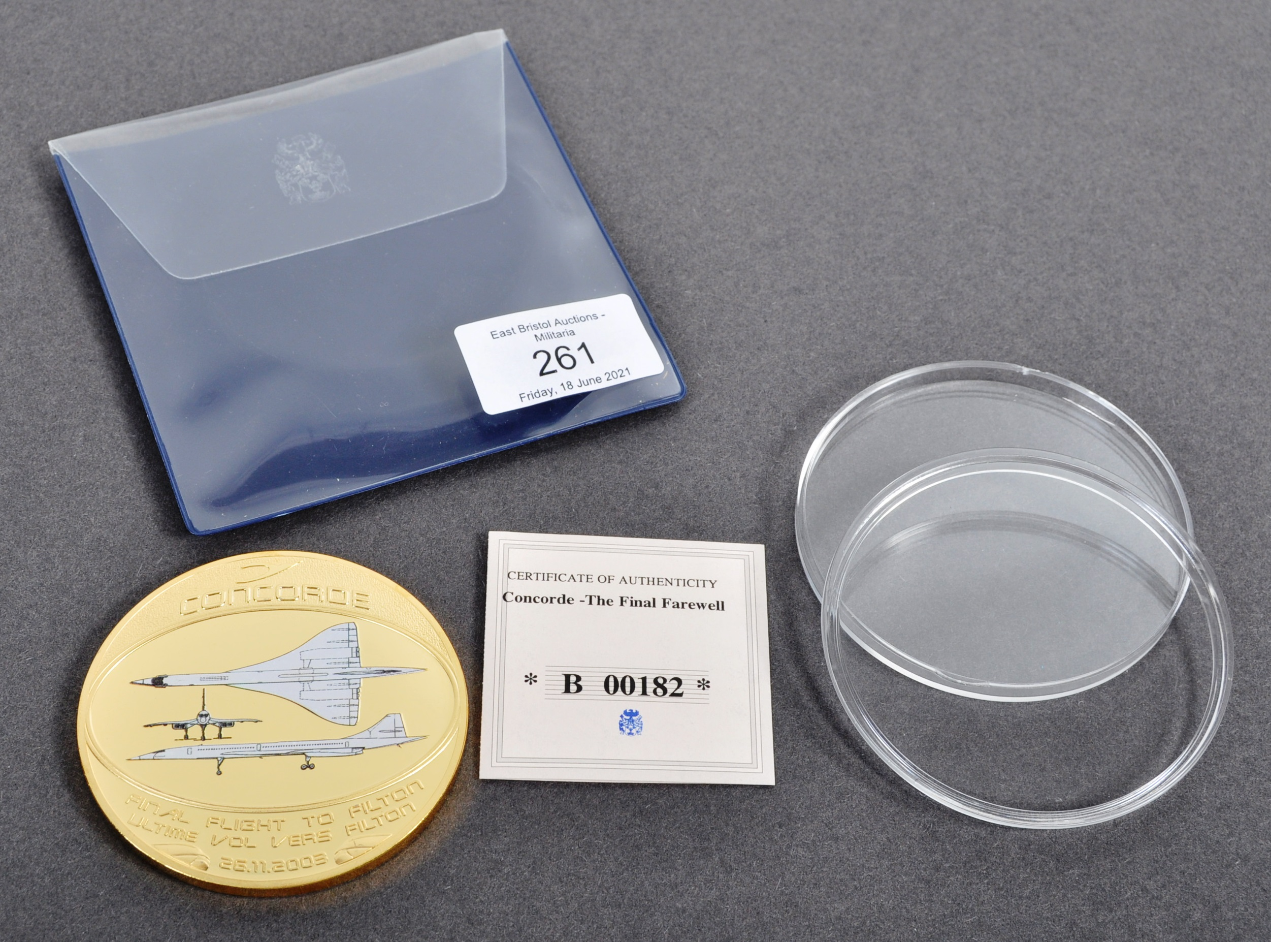 LIMITED EDITION CONCORDE FINAL FLIGHT COMMEMORATIVE MEDAL - Image 5 of 5