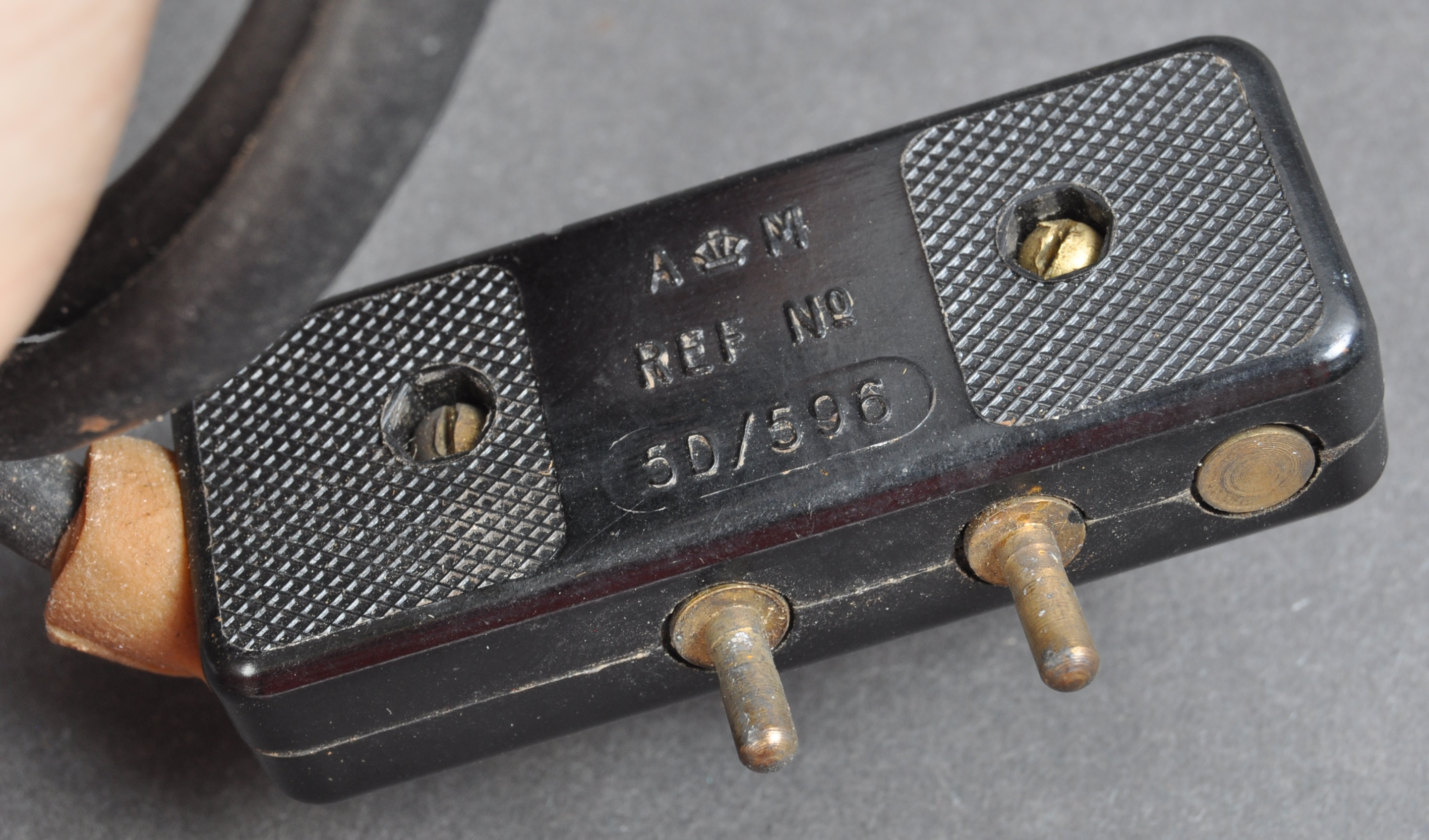 DAMBUSTERS - RARE SIGNED ORIGINAL RAF BOMB RELEASE SWITCH - Image 3 of 4
