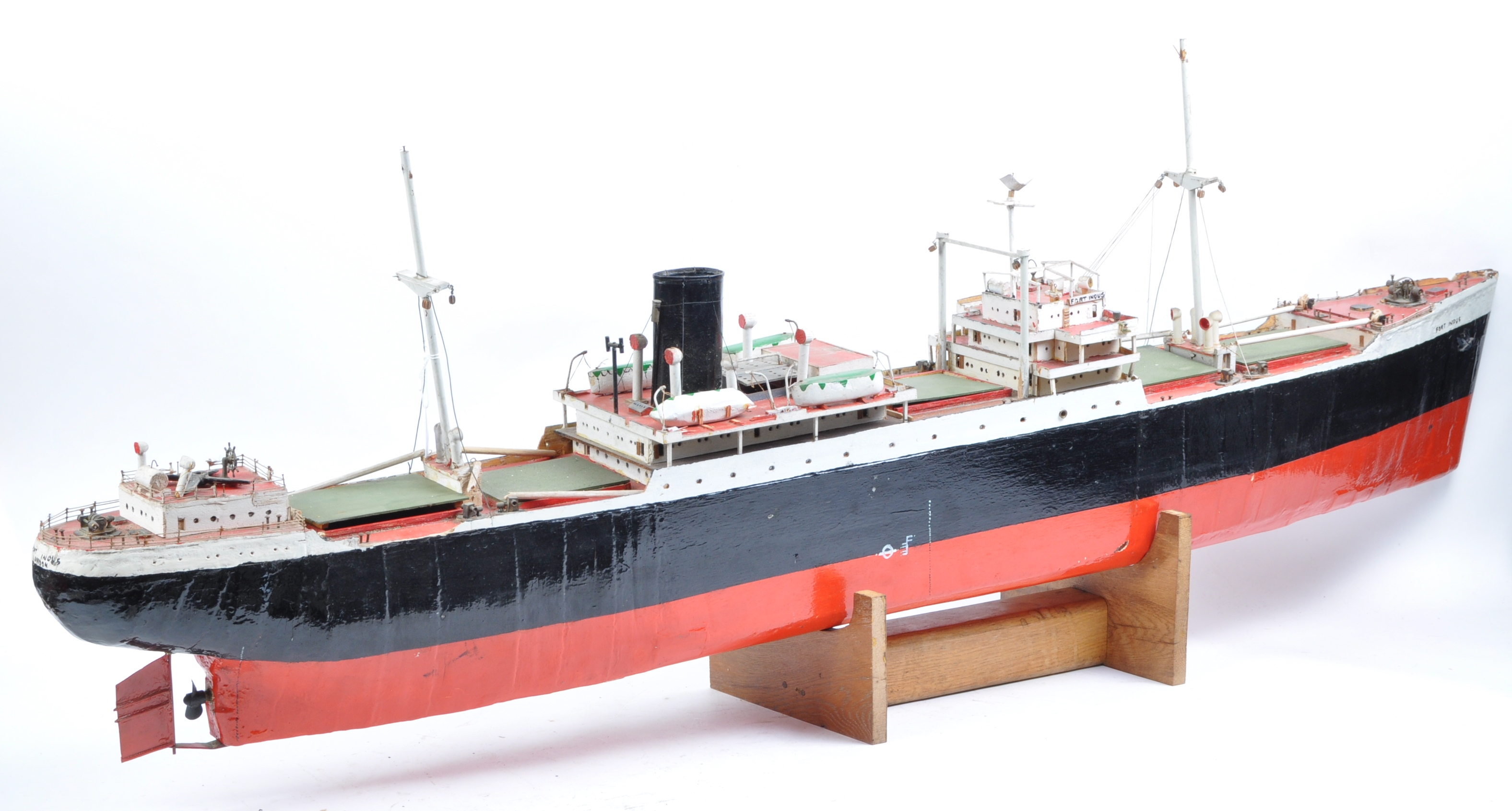 SHIPPING - RADIO CONTROLLED SCALE MODEL ' FORT INDUS ' CARGO SHIP - Image 10 of 11