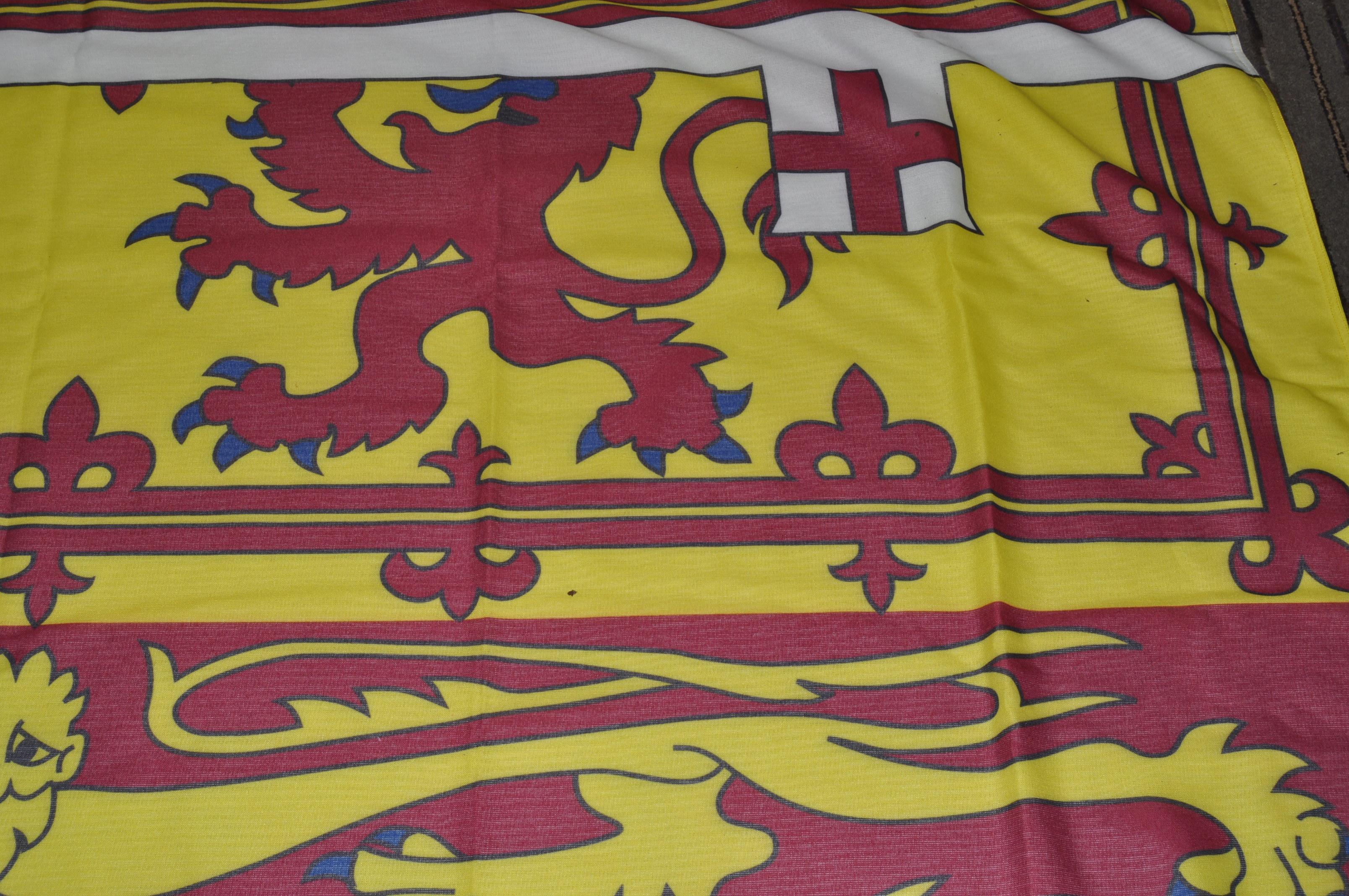 LARGE ROYAL STANDARD OF THE UNITED KINGDOM FLAG - Image 4 of 7