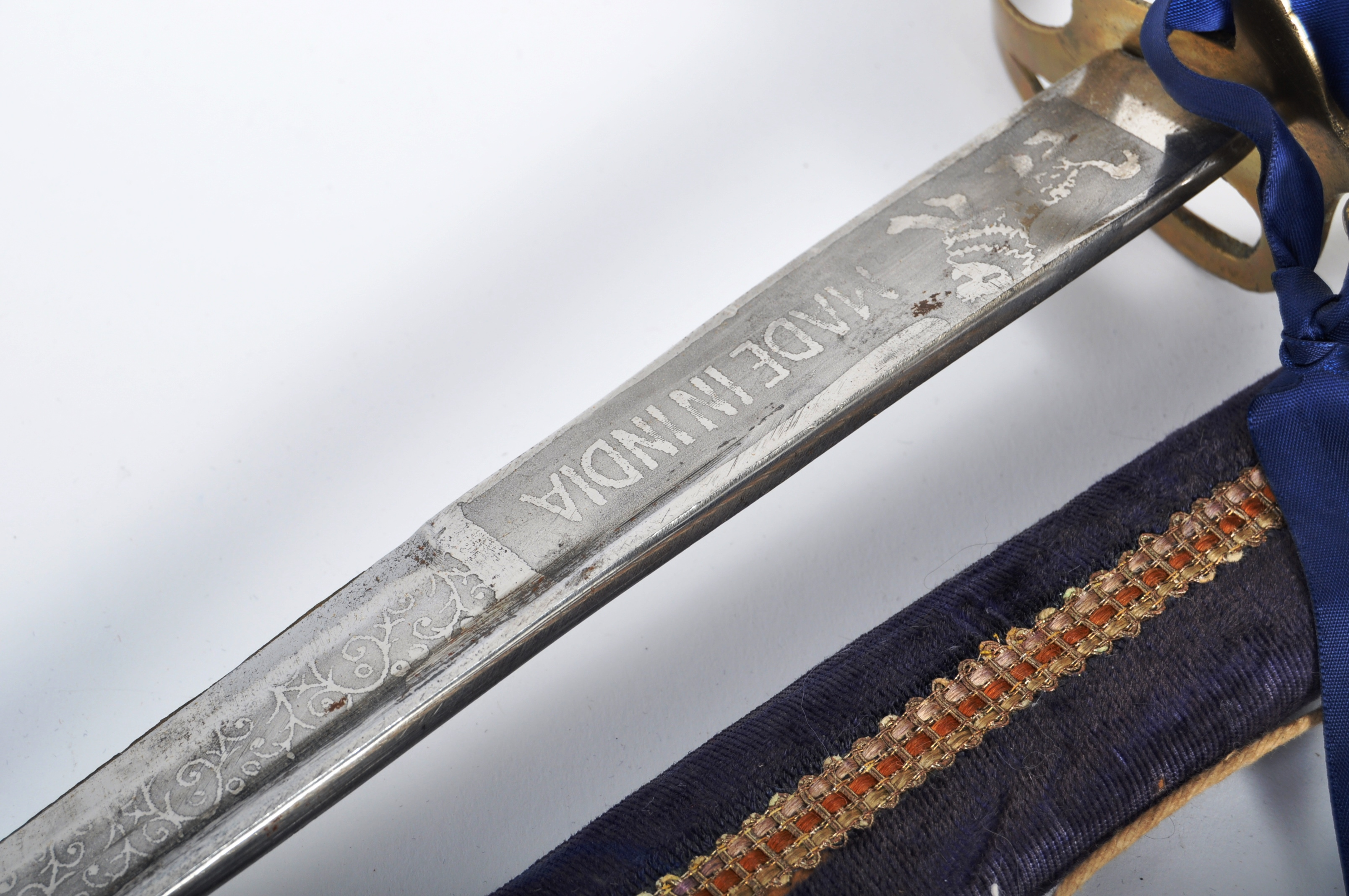 PAIR OF EARLY 20TH CENTURY INDIAN CAVALRY SWORDS - Image 4 of 9