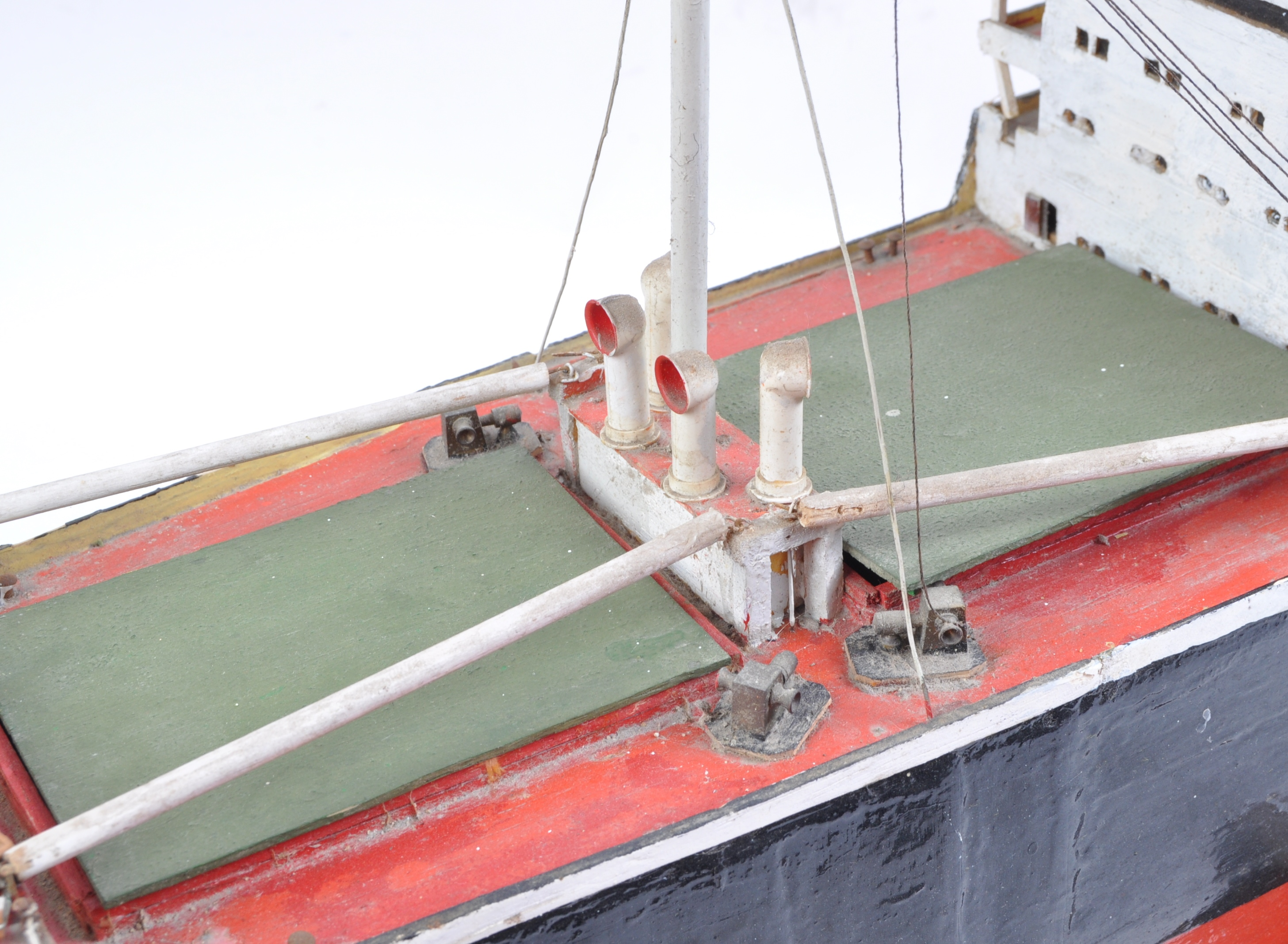 SHIPPING - RADIO CONTROLLED SCALE MODEL ' FORT INDUS ' CARGO SHIP - Image 3 of 11