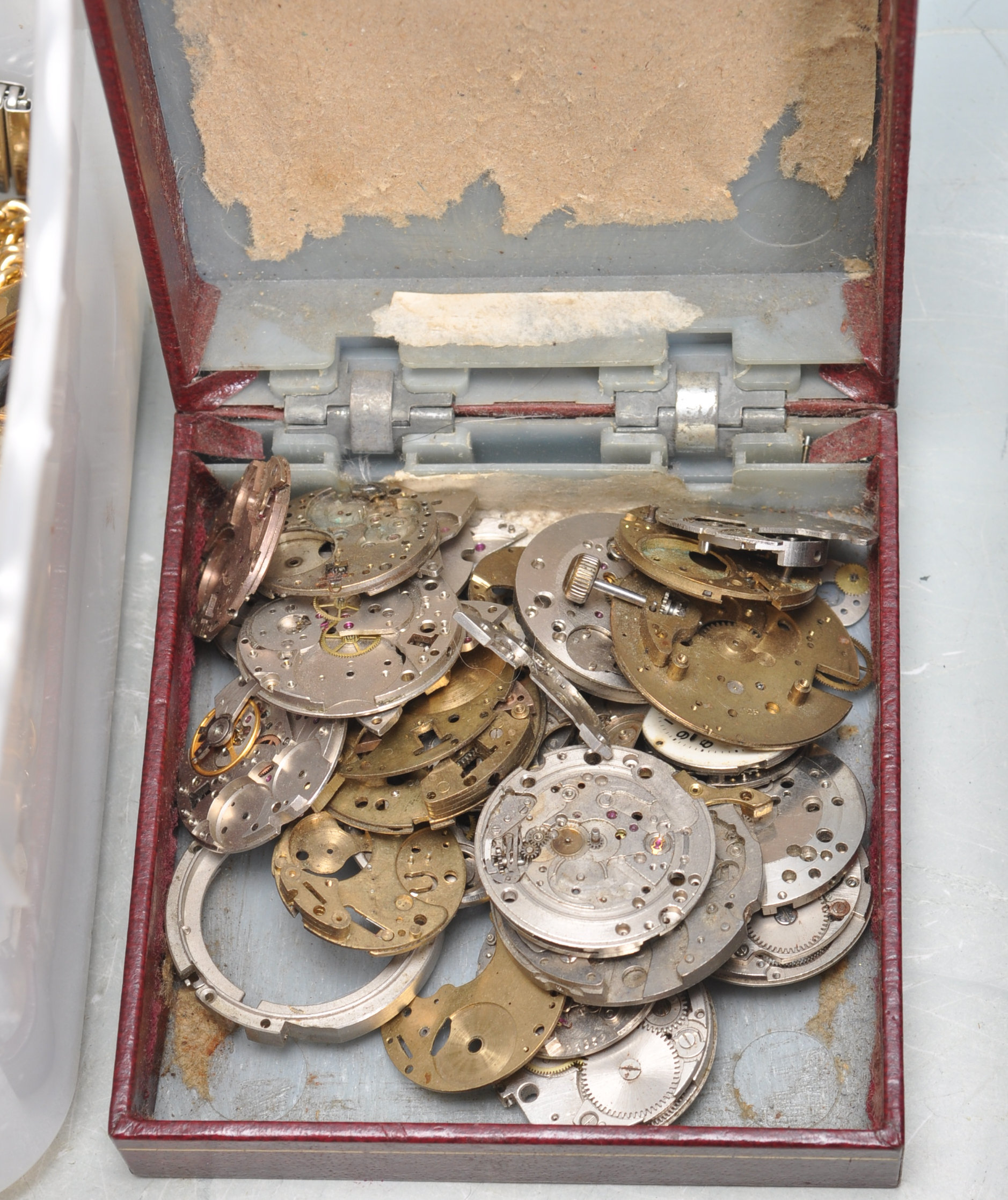 LARGE COLLECTION OF VARIOUS WATCH PARTS AND SPARES - Image 4 of 8
