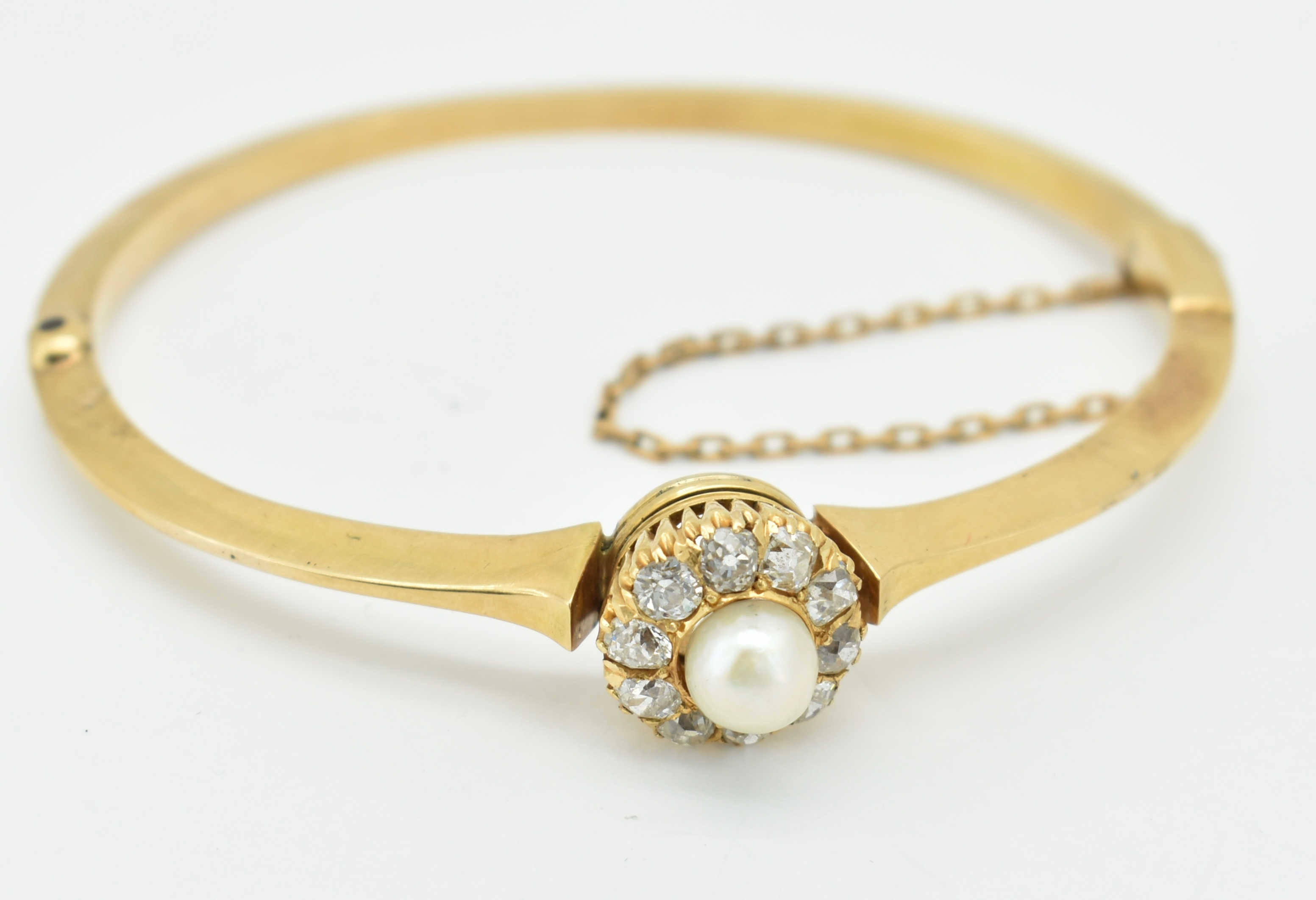 FRENCH 18CT GOLD DIAMOND & PEARL HINGED BANGLE - Image 2 of 6