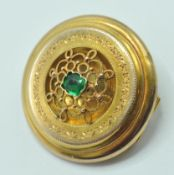 VICTORIAN YELLOW METAL AND GREEN STONE BROOCH