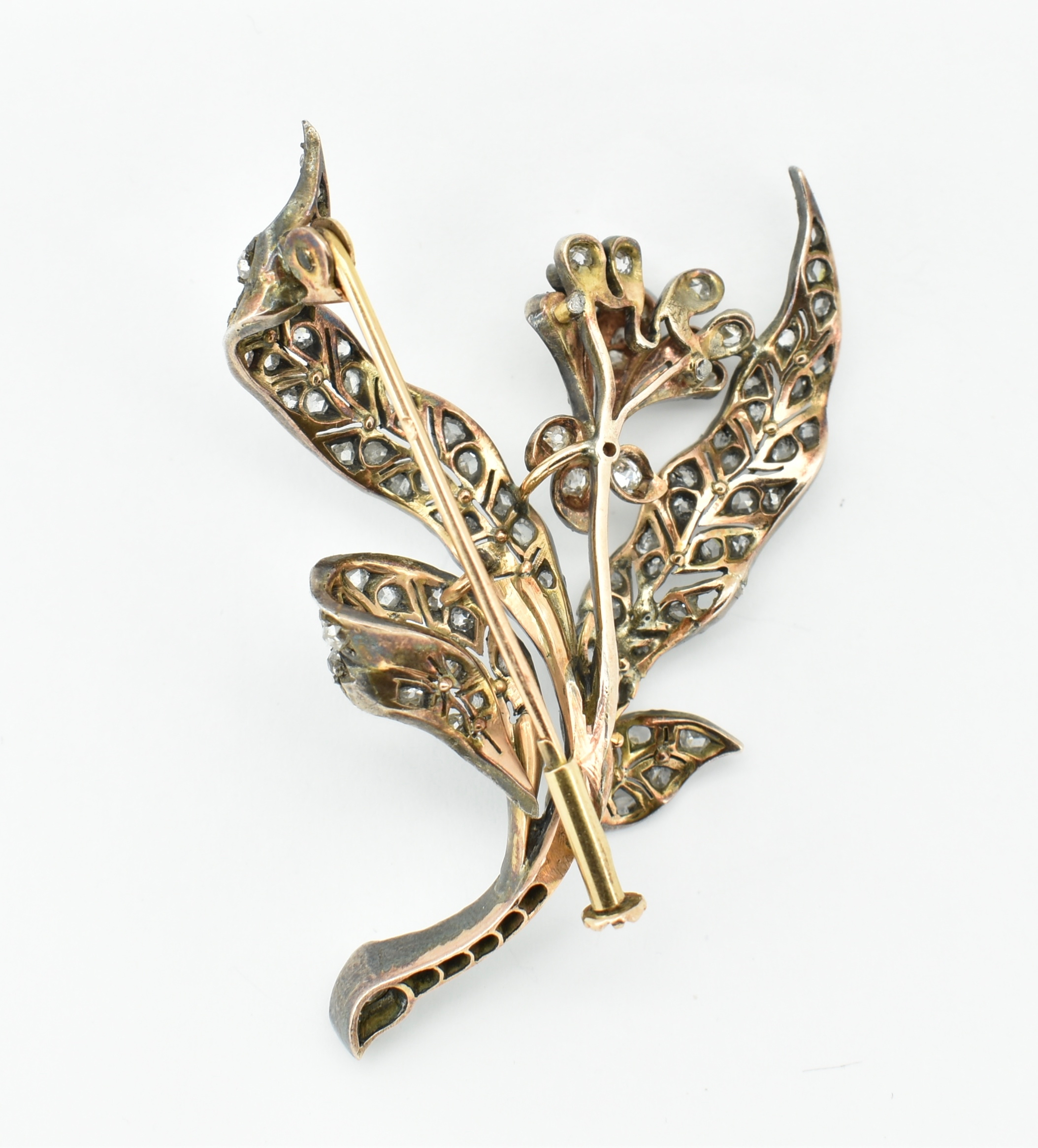 ANTIQUE 18CT GOLD SILVER & DIAMOND FLORAL BROOCH PIN - Image 2 of 2