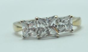 9CT GOLD AND WHITE STONE DRESS RING