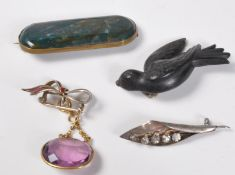 GROUP OF ANTIQUE & 20TH CENTURY BROOCHES