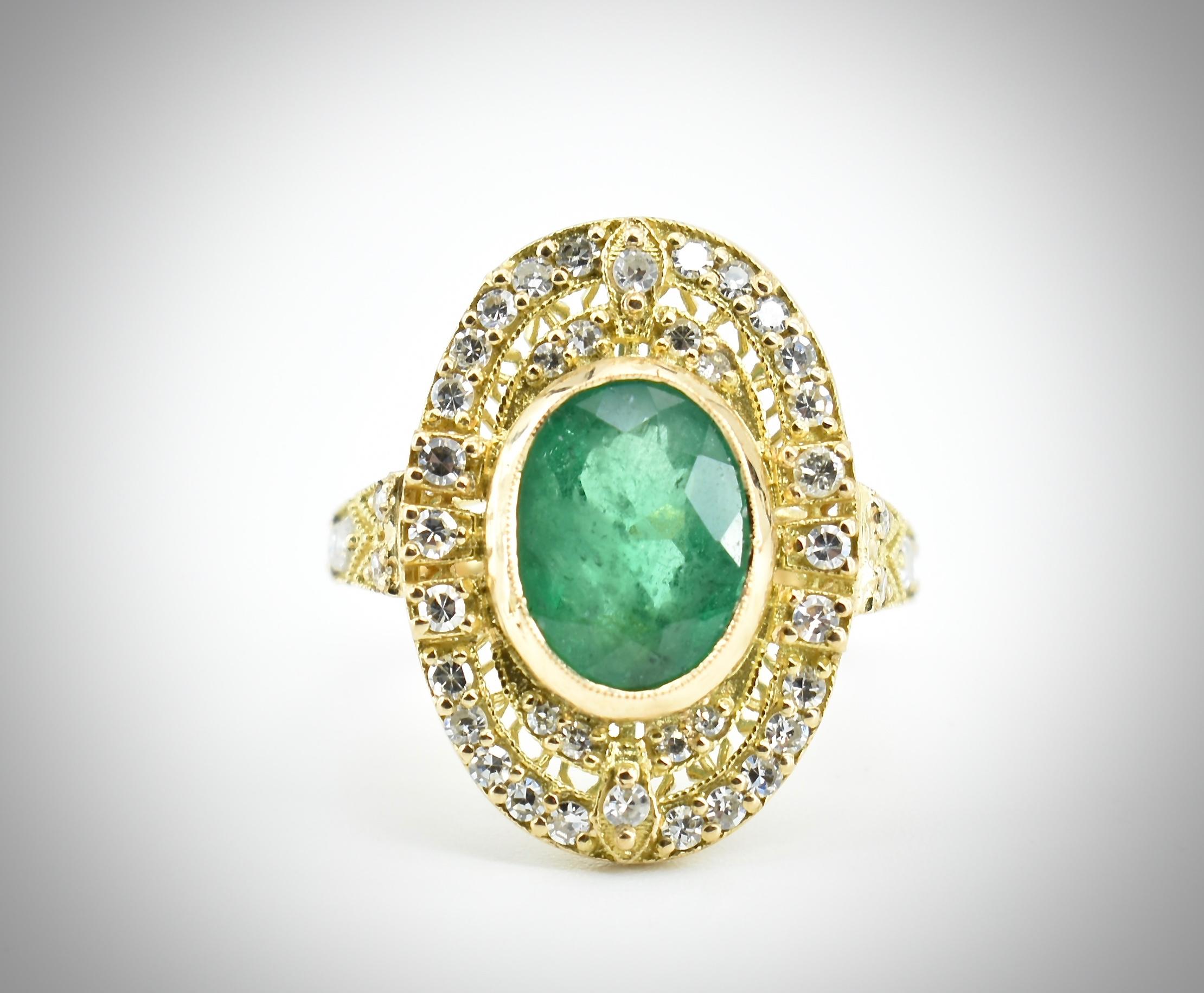 AN 18CT GOLD EMERALD & DIAMOND RING