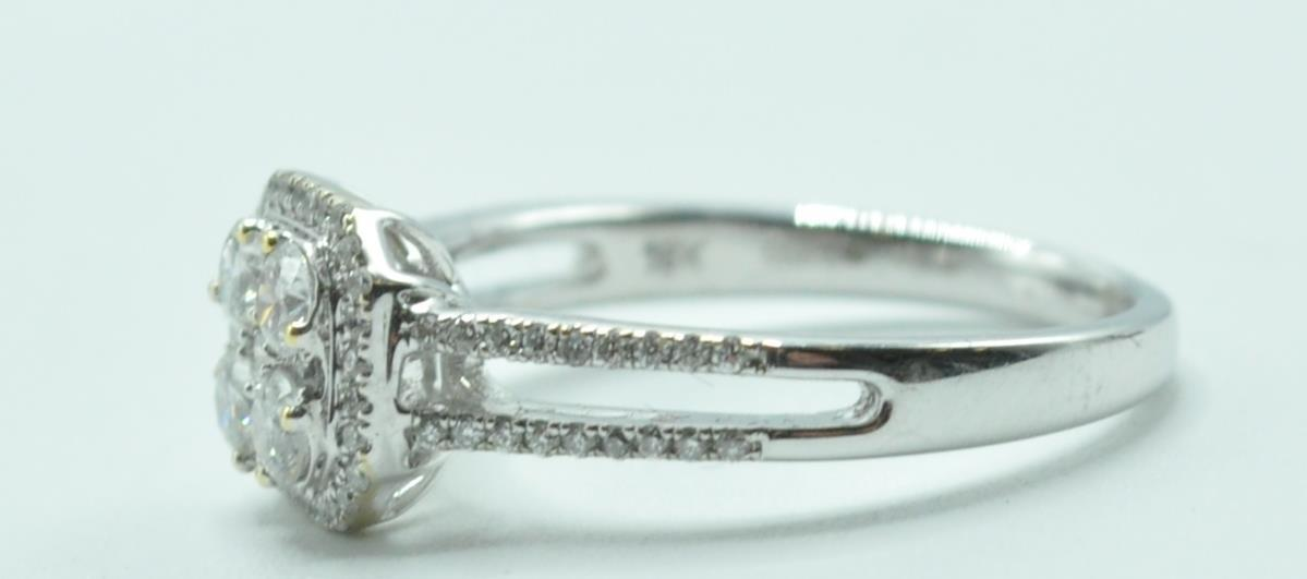 STAMPED 18K WHITE GOLD AND DIAMOND CLUSTER RING. - Image 5 of 8