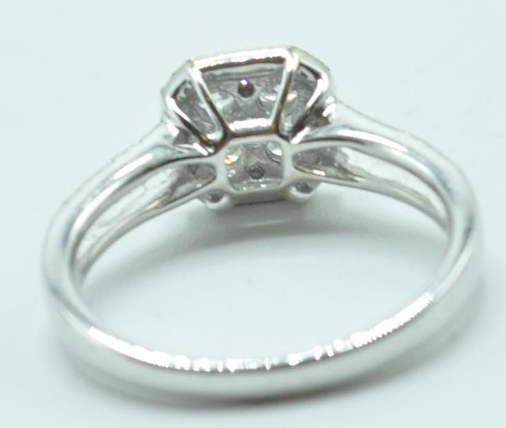 STAMPED 18K WHITE GOLD AND DIAMOND CLUSTER RING. - Image 4 of 8