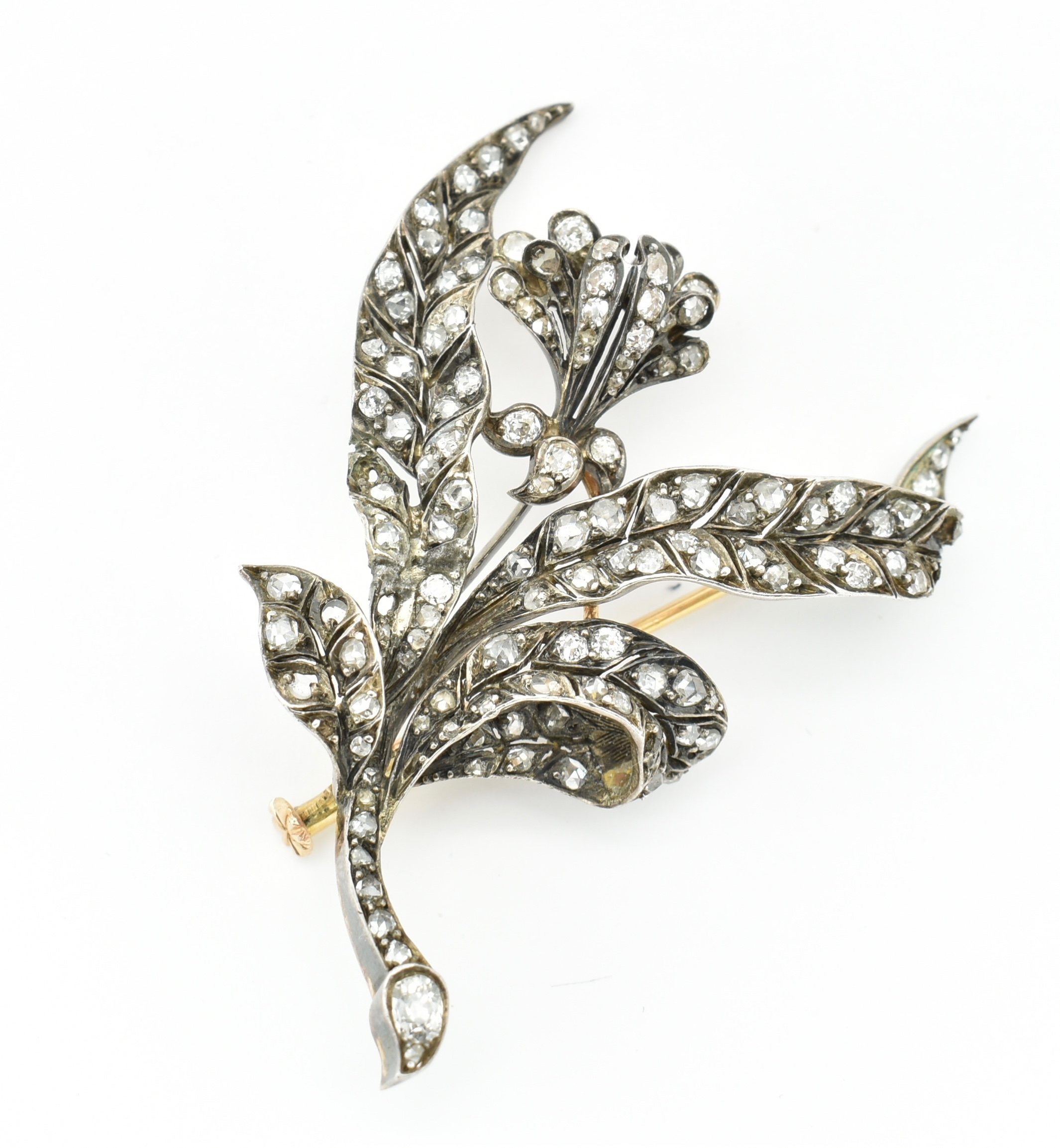 ANTIQUE 18CT GOLD SILVER & DIAMOND FLORAL BROOCH PIN