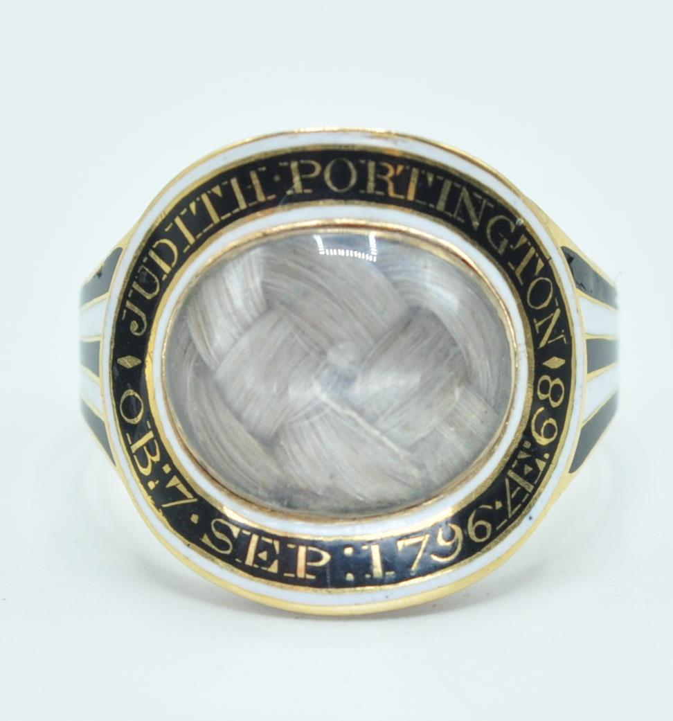Online Selected Jewellery and Silver Auction Worldwide Postage, Packing & Delivery Available On All Items