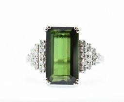 18CT WHITE GOLD GREEN TOURMALINE & DIAMOND RING