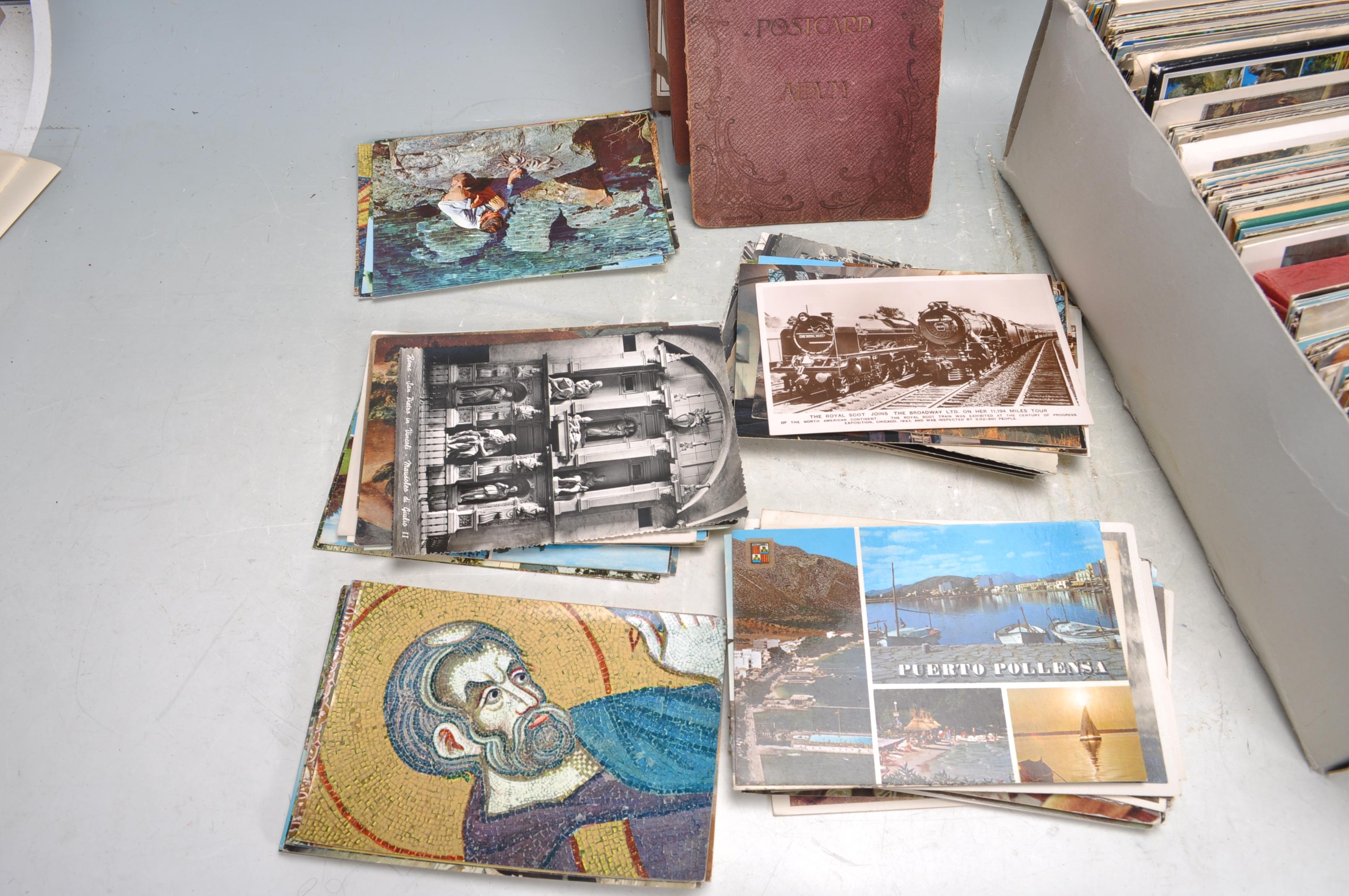 A SHOE BOX OF VINTAGE POSTCARDS - Image 2 of 8