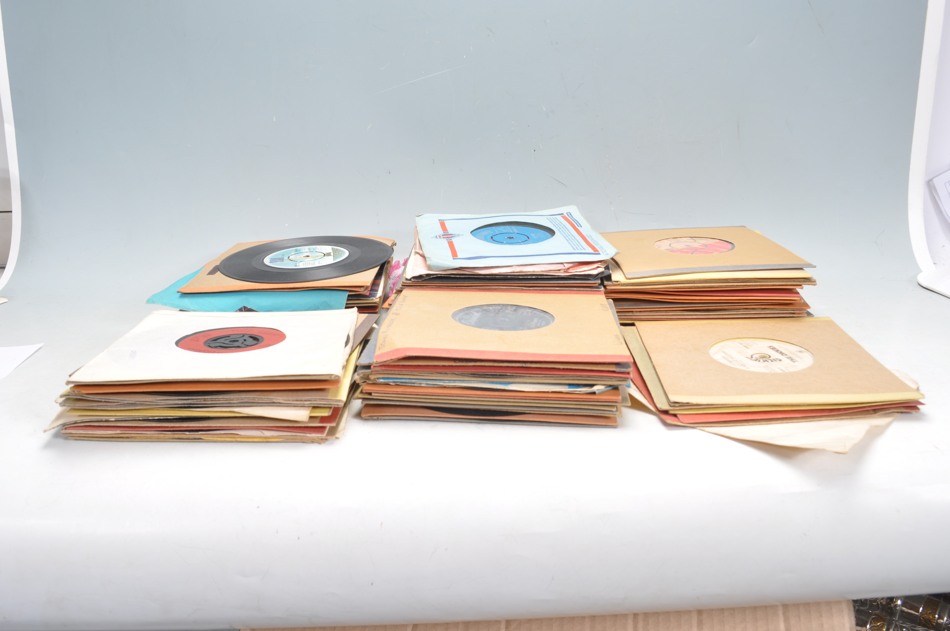 """LARGE COLLECTION OF VINTAGE VINYL 45RPM 7"""" SINGLES - Image 2 of 9"""