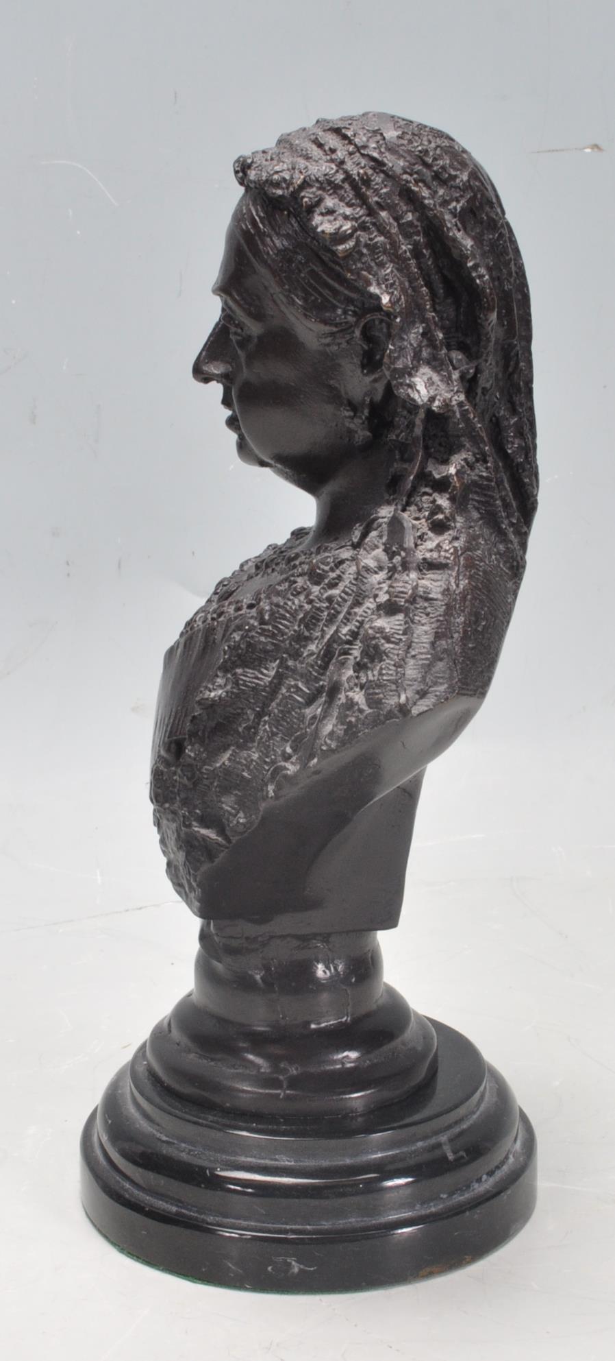 HER MAJESTY QUEEN VICTORIA BRONZE / BRASS BUST - Image 2 of 5