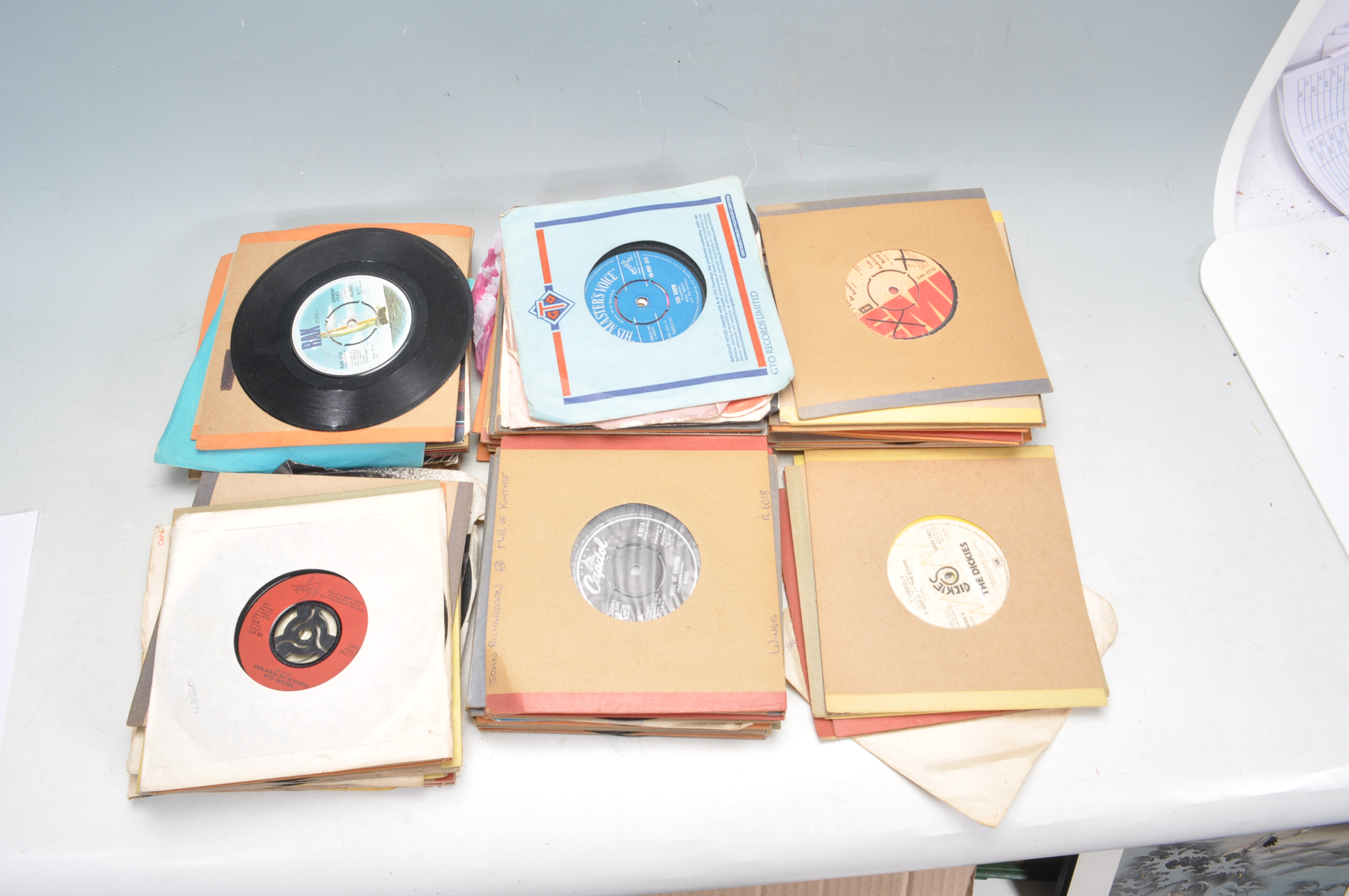 """LARGE COLLECTION OF VINTAGE VINYL 45RPM 7"""" SINGLES"""