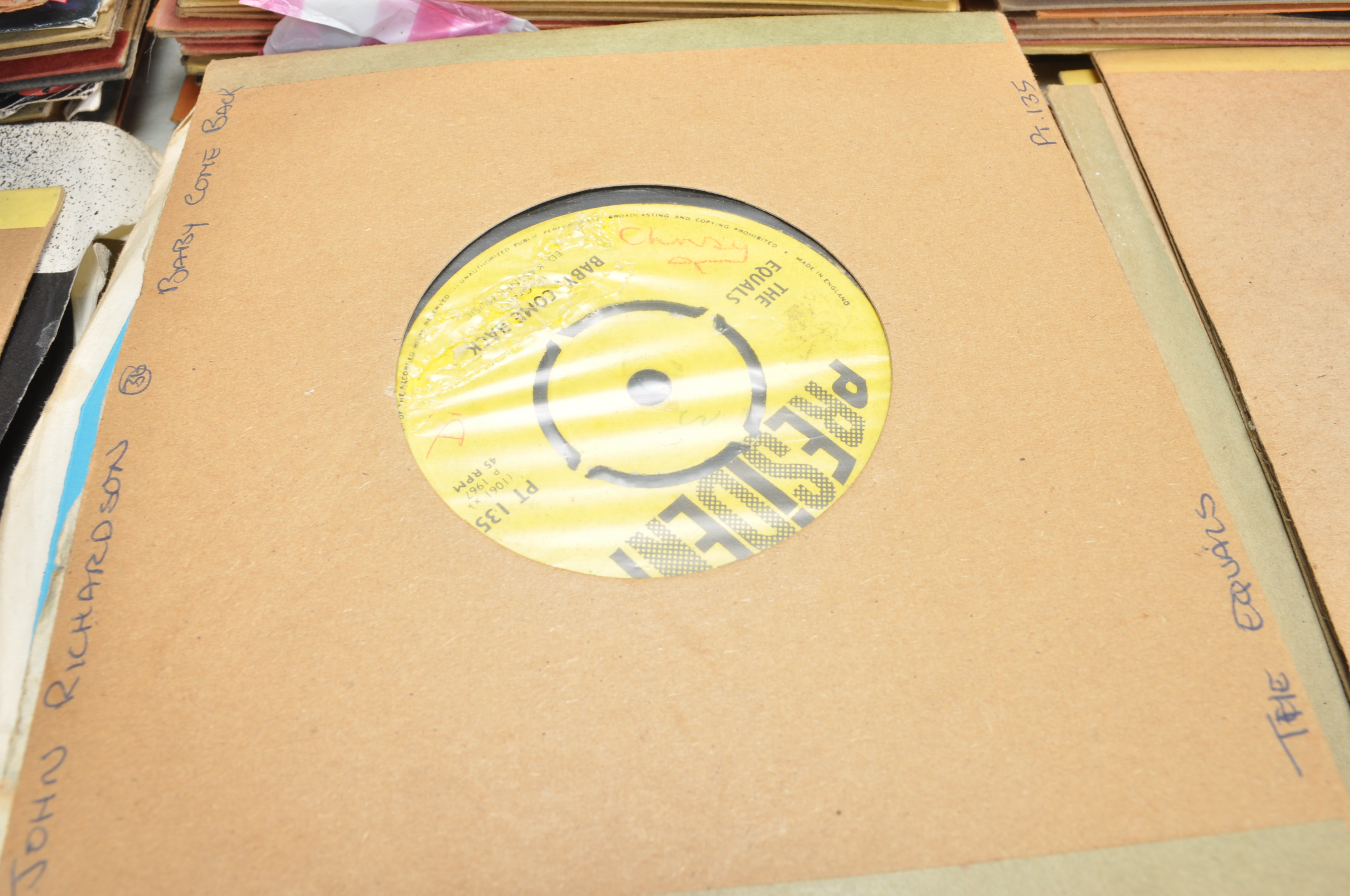 """LARGE COLLECTION OF VINTAGE VINYL 45RPM 7"""" SINGLES - Image 8 of 9"""