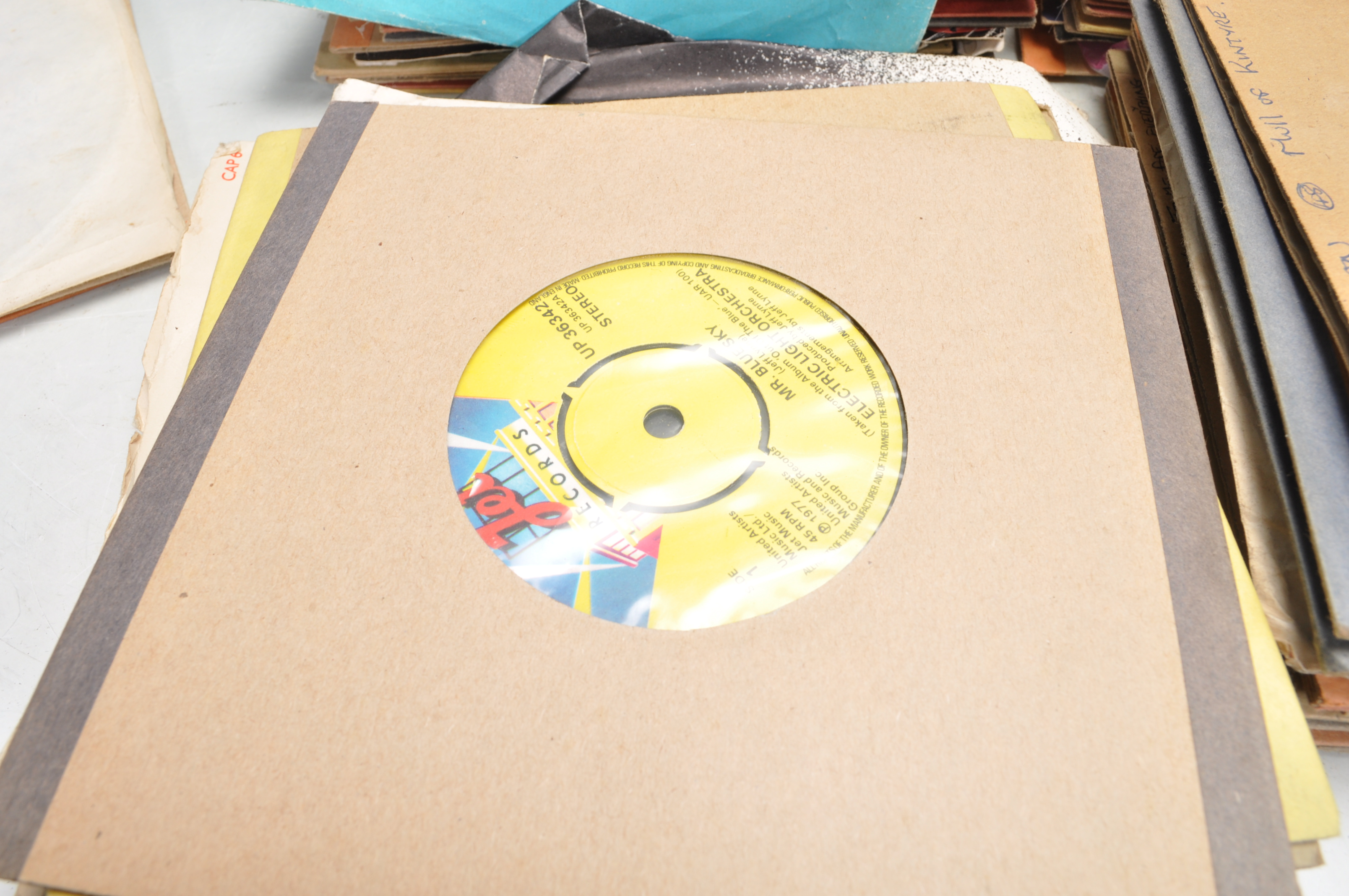 """LARGE COLLECTION OF VINTAGE VINYL 45RPM 7"""" SINGLES - Image 4 of 9"""