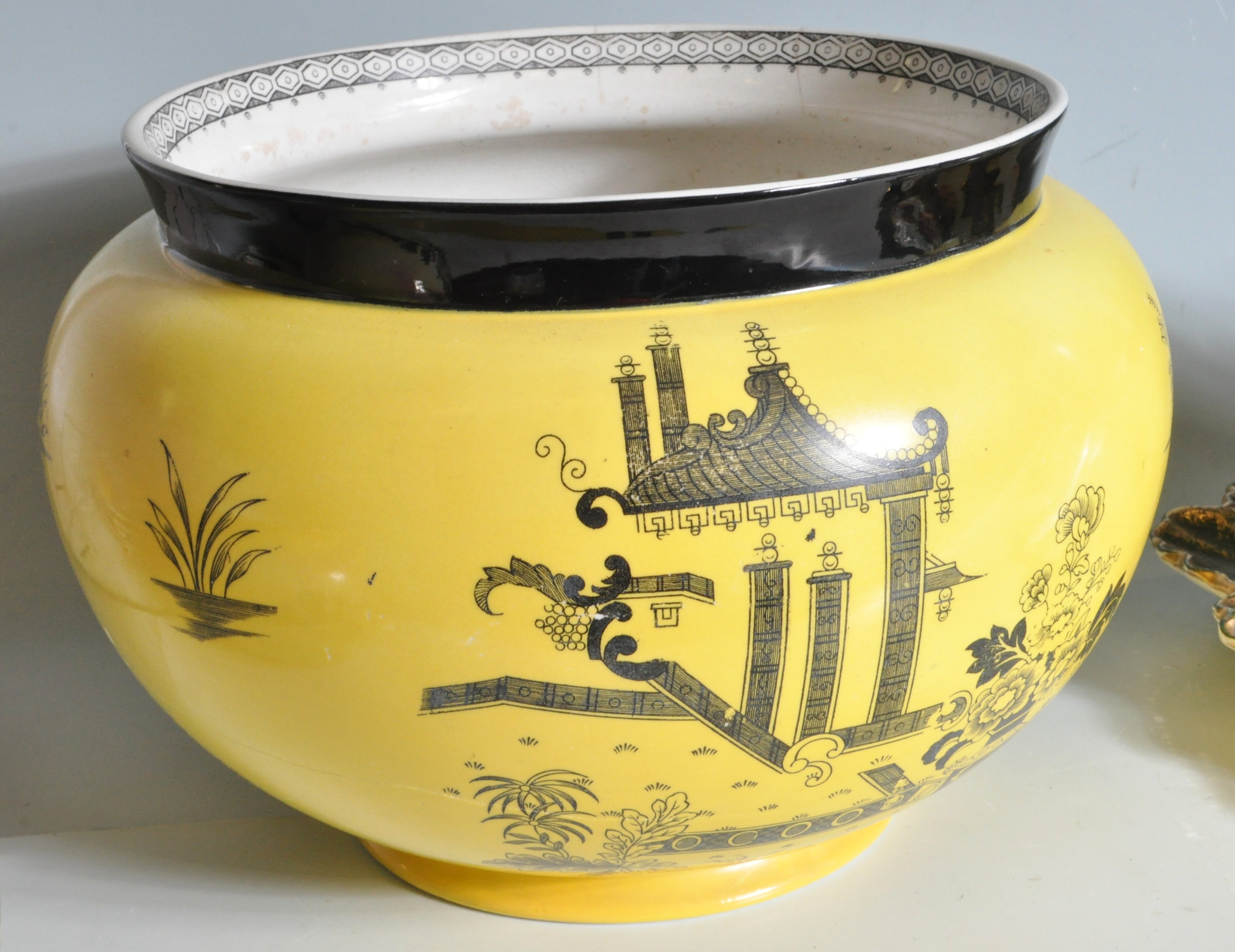 COLLECTION OF VINTAGE 20TH CENTURY CERAMICS - Image 4 of 10