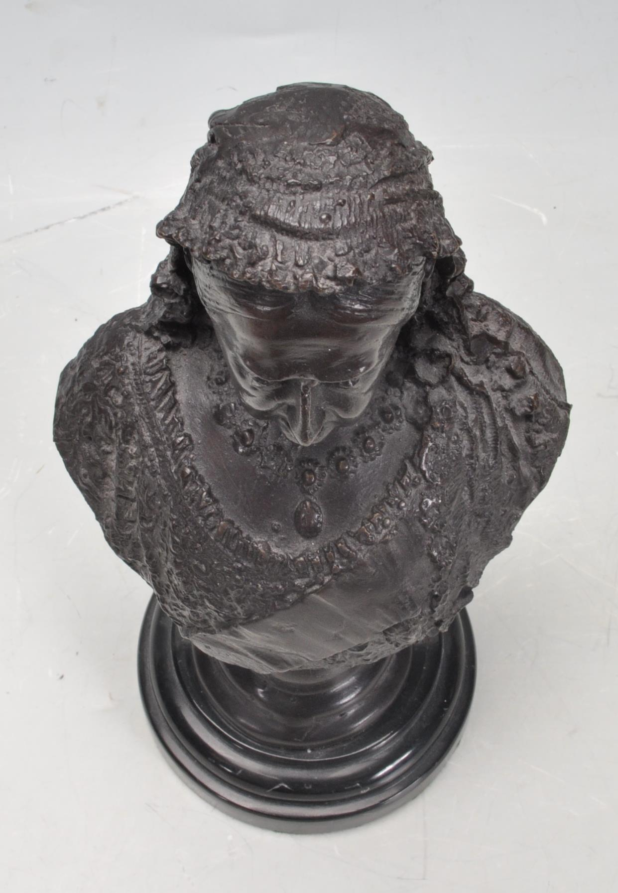 HER MAJESTY QUEEN VICTORIA BRONZE / BRASS BUST - Image 4 of 5