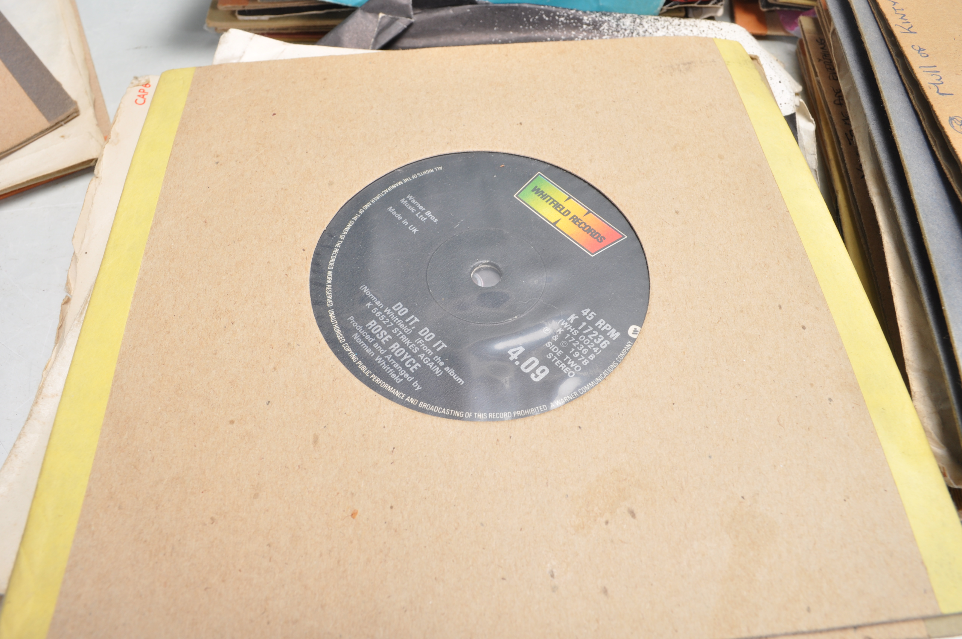 """LARGE COLLECTION OF VINTAGE VINYL 45RPM 7"""" SINGLES - Image 5 of 9"""