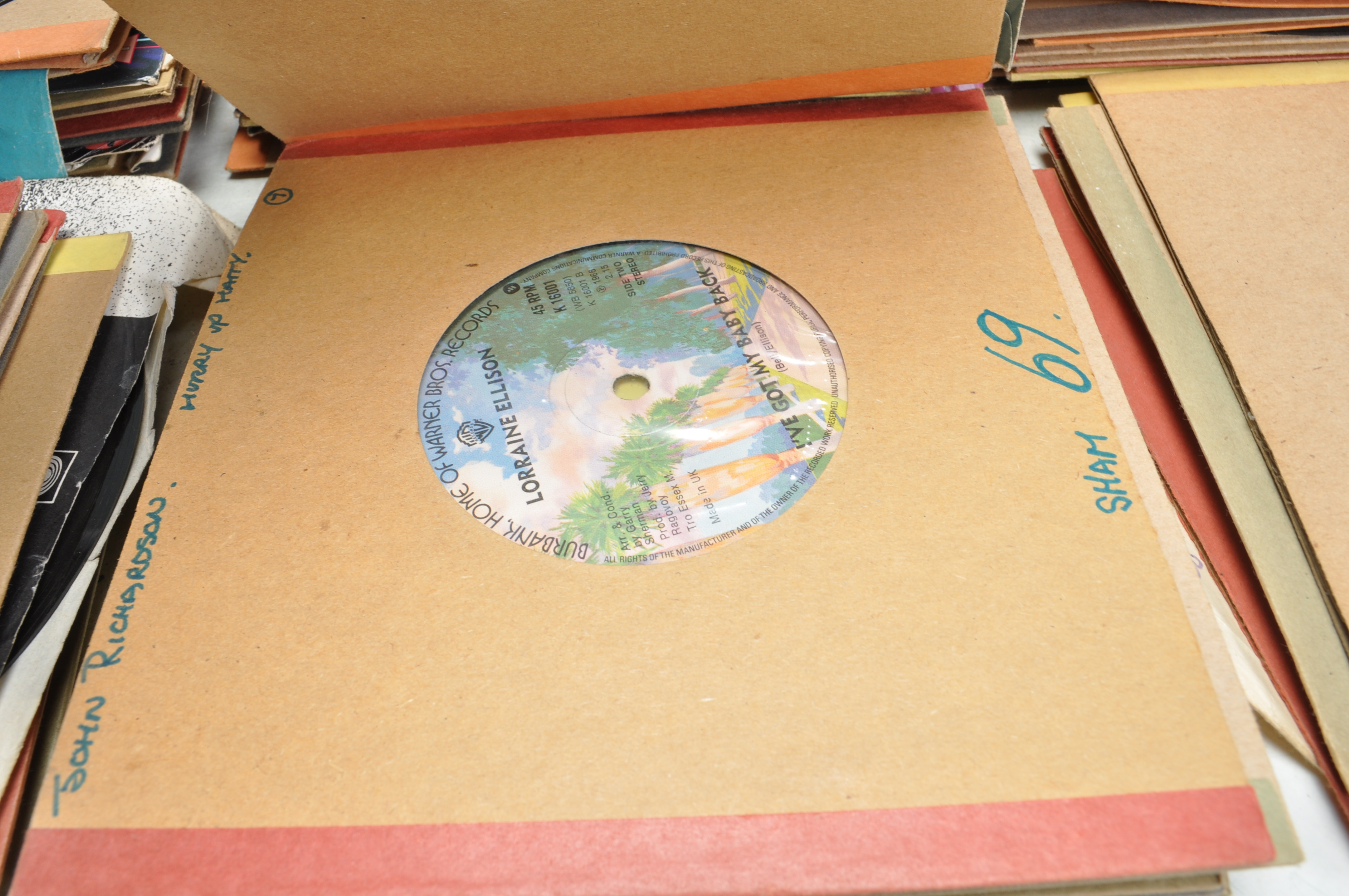 """LARGE COLLECTION OF VINTAGE VINYL 45RPM 7"""" SINGLES - Image 9 of 9"""