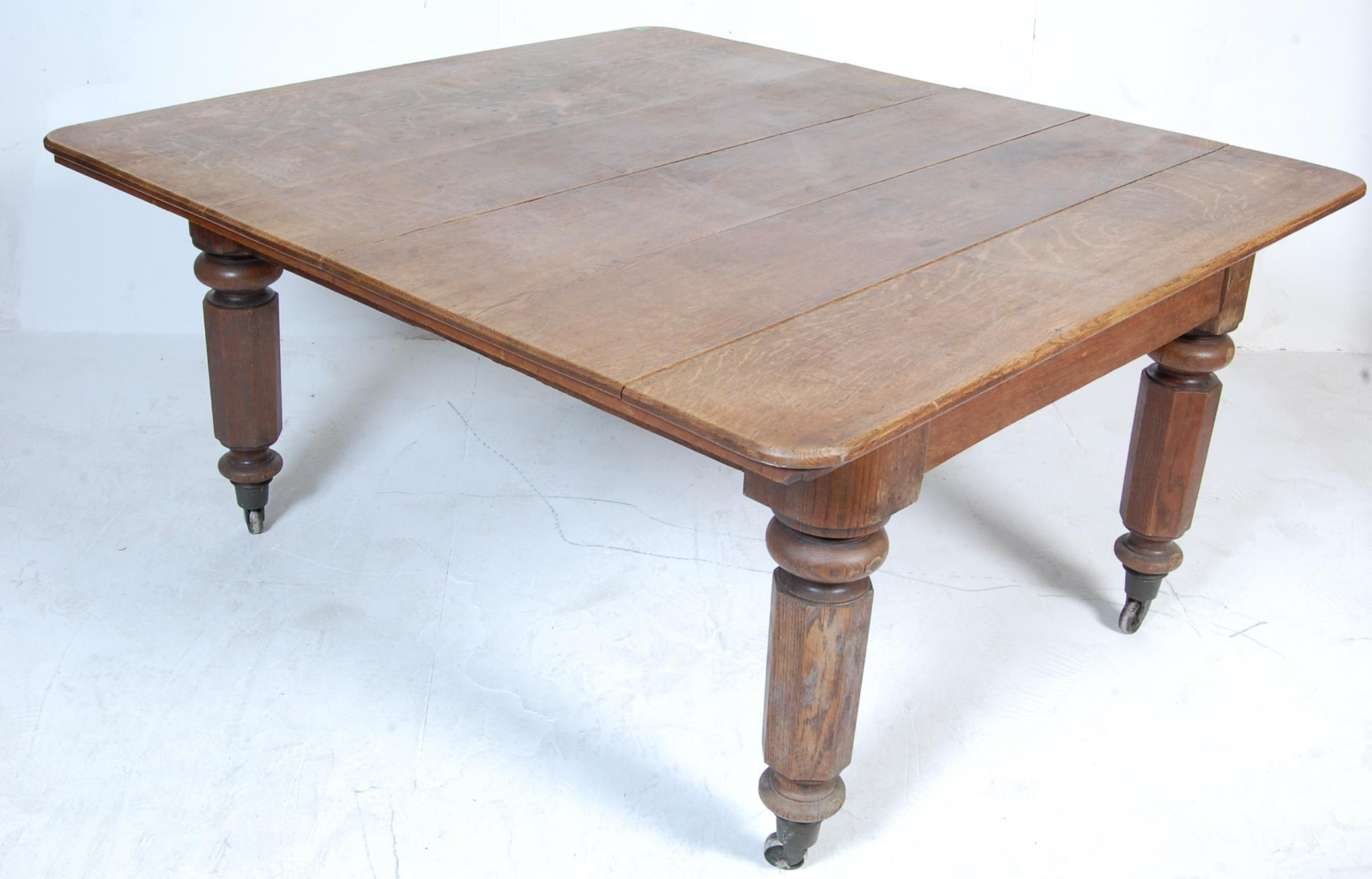 19TH CENTURY VICTORIAN OAK EXTENDING DINING TABLE - Image 2 of 7