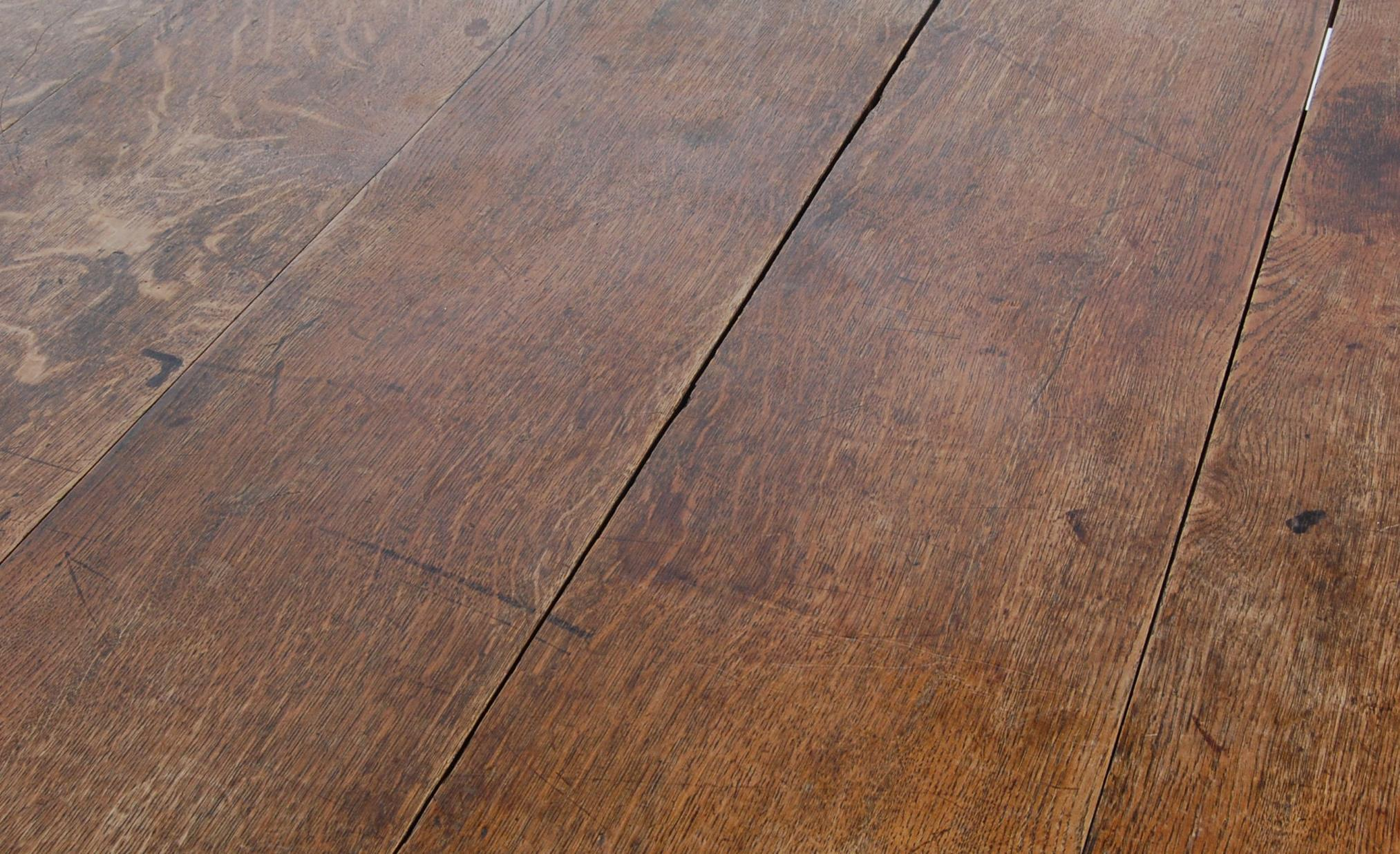 19TH CENTURY VICTORIAN OAK EXTENDING DINING TABLE - Image 5 of 7